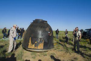 Le module de retour de Soyouz MS-07 quelques instant après son atterrissage.
