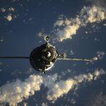 Soyouz MS-17 se rapproche de l'ISS et du module russe Rassviet.