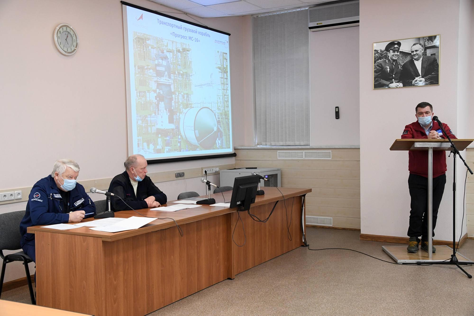 Réunion de la commission de suivi technique de la préparation au lancement (dite Commission d'Etat) à 17h heure de Baïkonour.