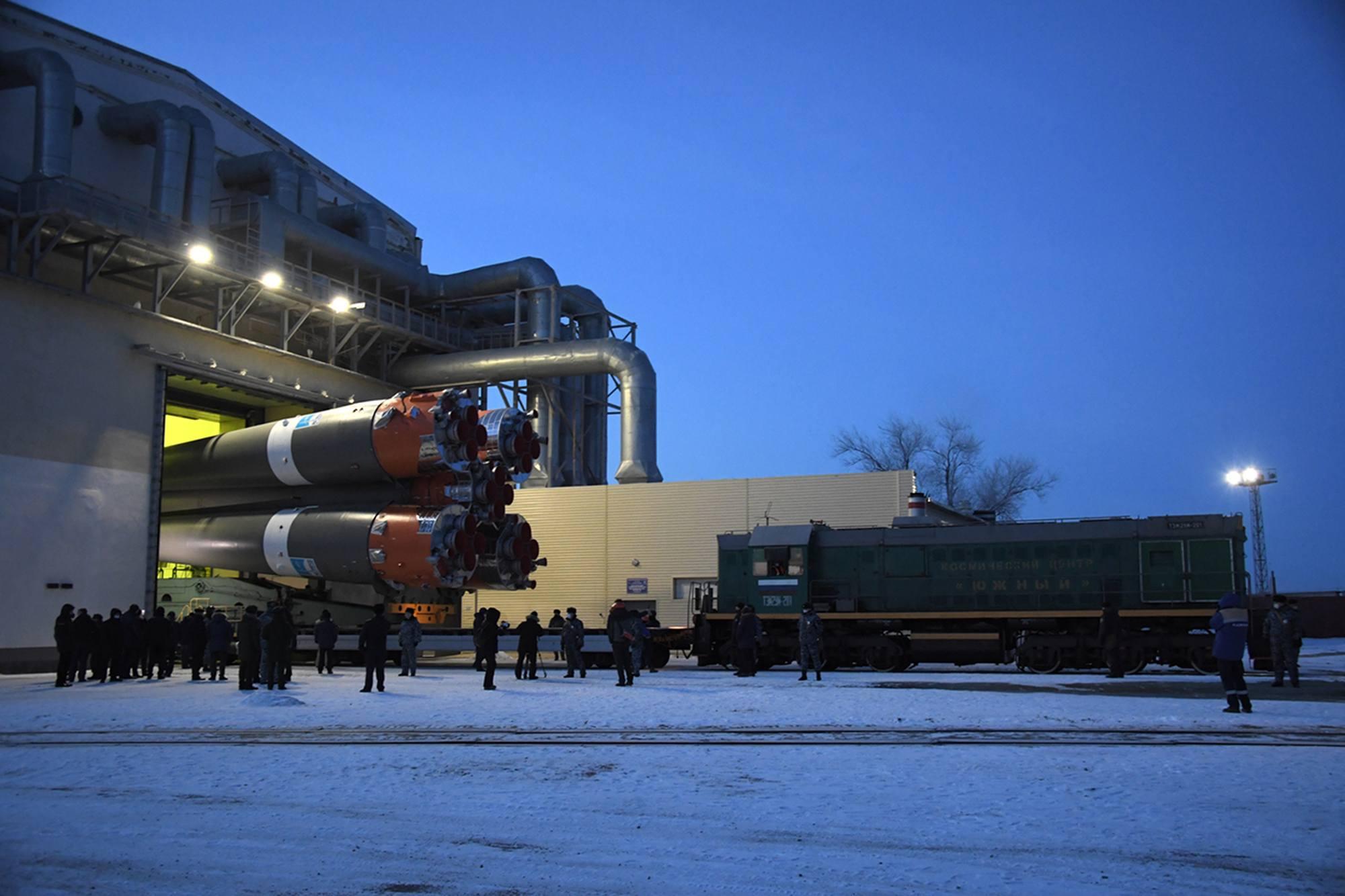 Sortie du convoi portant le lanceur du MIK du site 31.