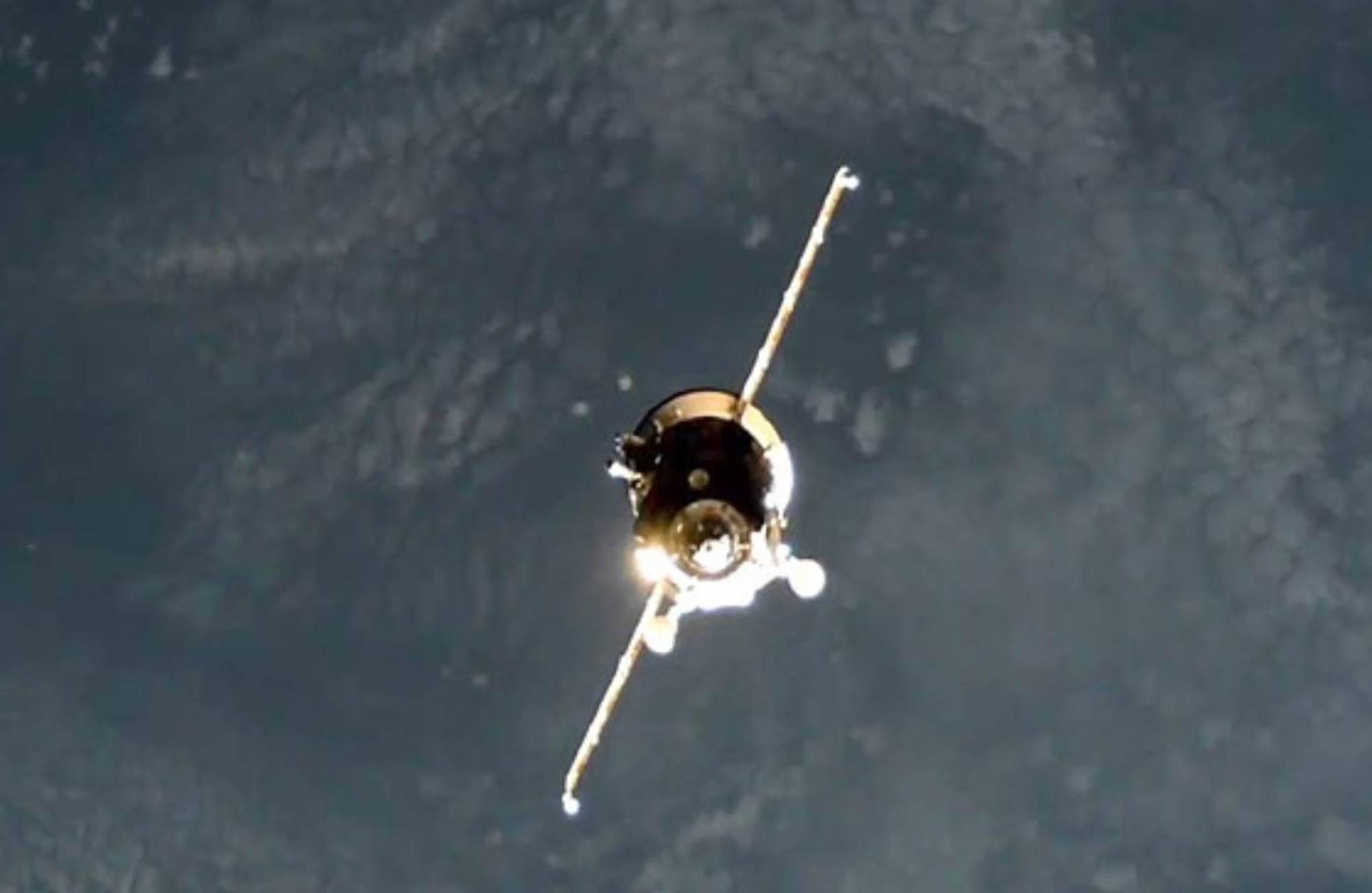 Progress MS-16 approche de l'ISS.