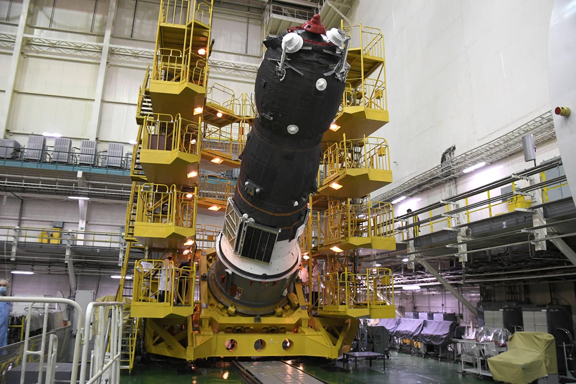 Le cargo Progress MS-16 est abaissé à l'horizontale.