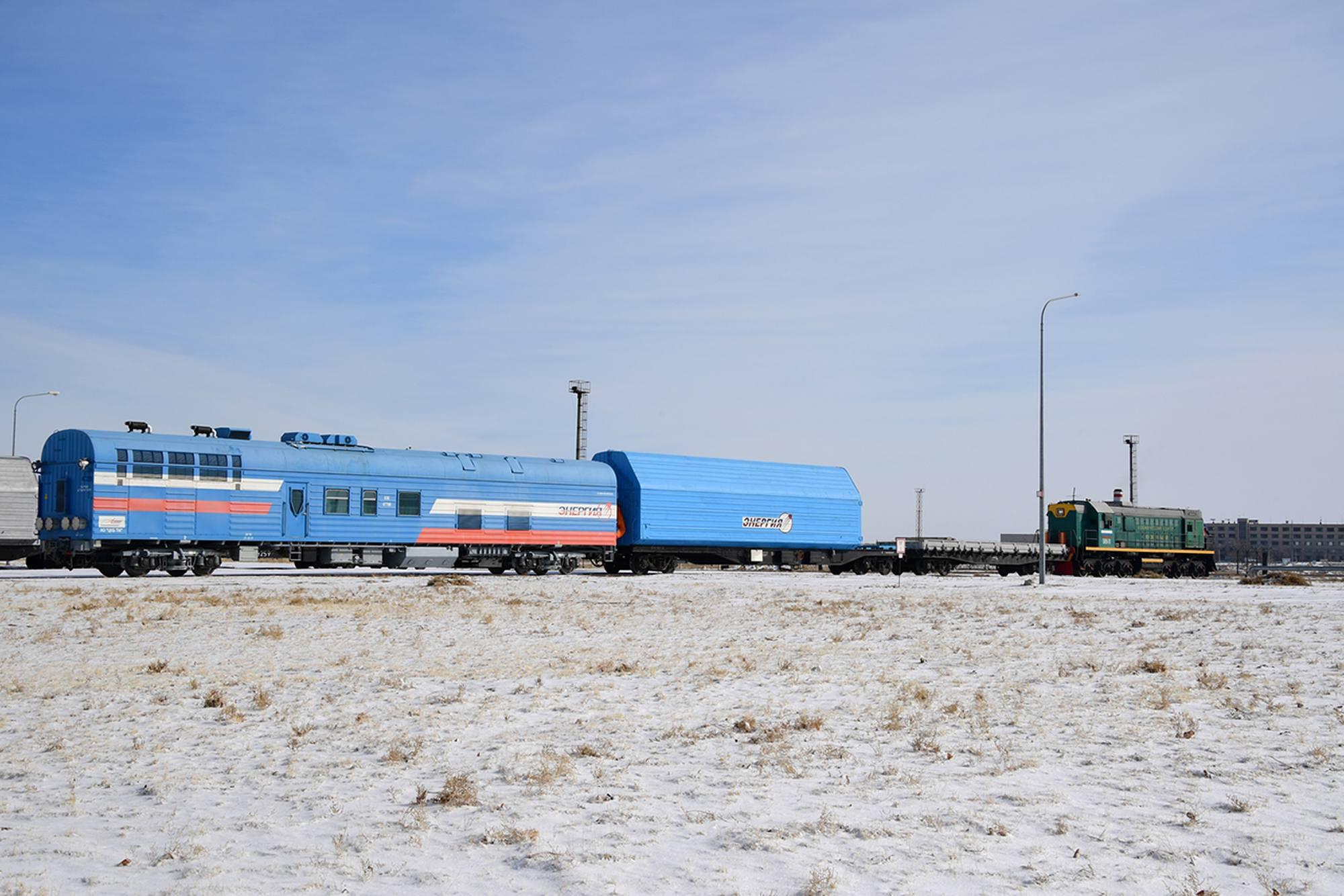 Le wagon contenant le composite supérieur est suivi par un wagon permettant la thermorégulation.