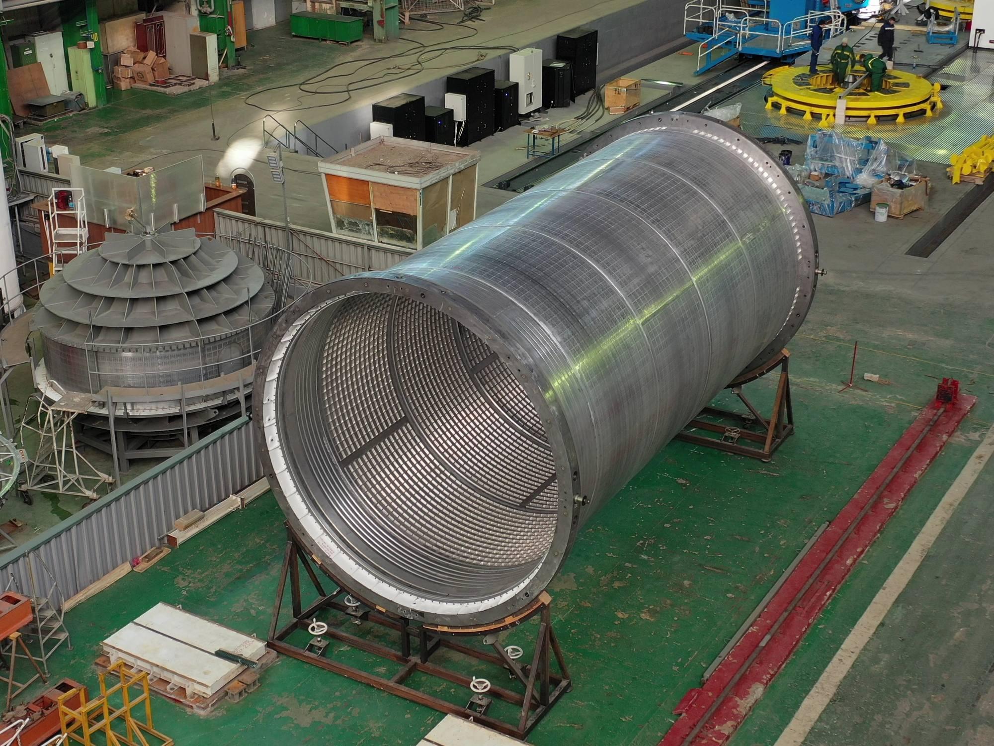 La partie haute (le réservoir d'oxygène) du premier étage du lanceur Soyouz-5.
