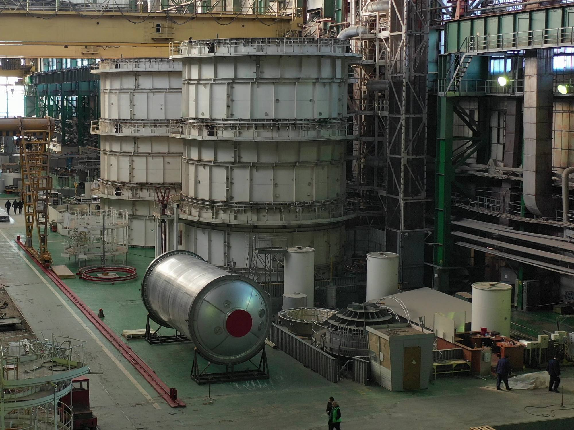 Le réservoir d'oxygène de Soyouz-5 disposé dans l'atelier expérimental du RKTs Progress à Samara.