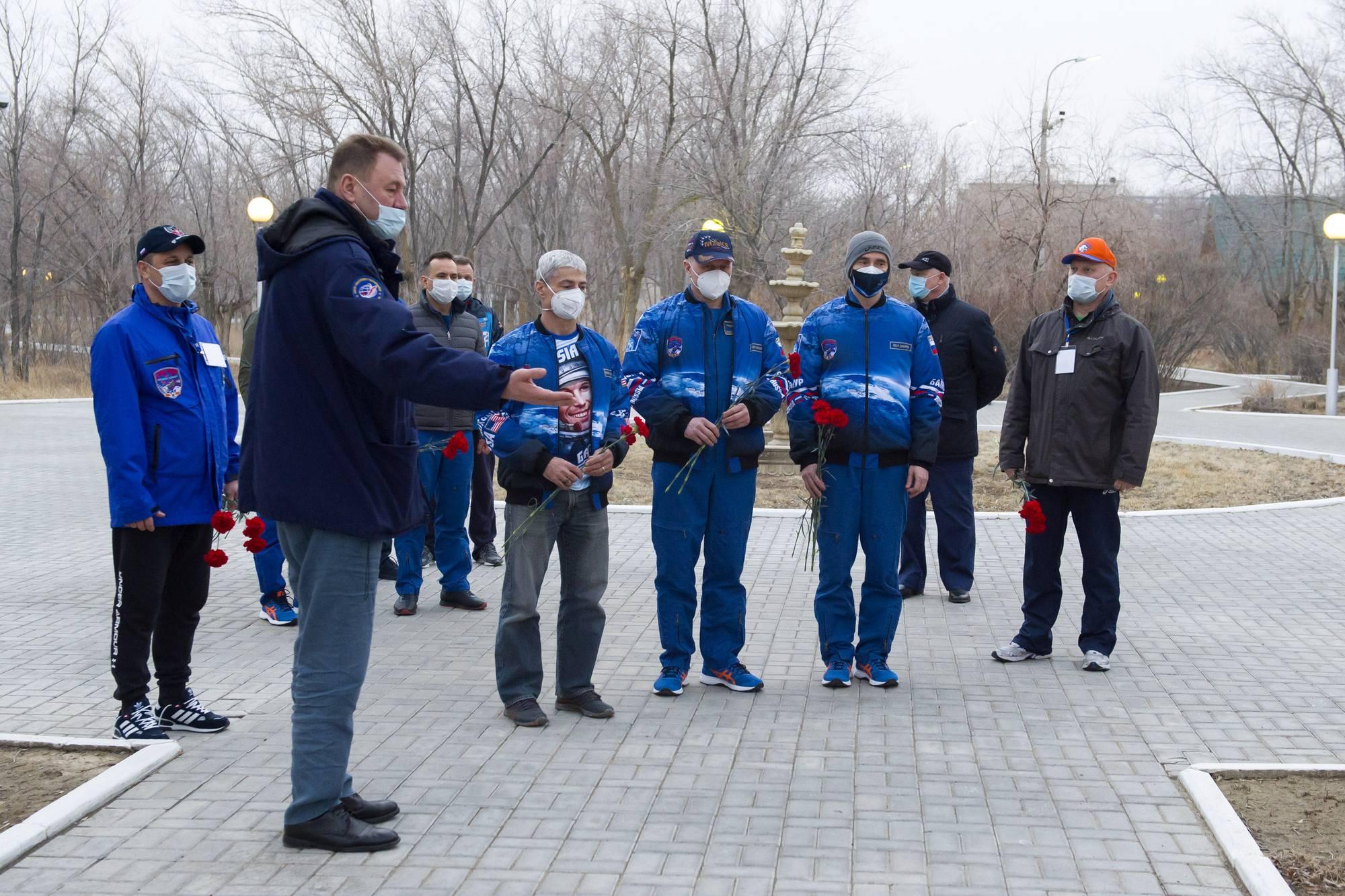 Des oeillets et de beaux blousons et tee-shirt pour les cosmonautes.