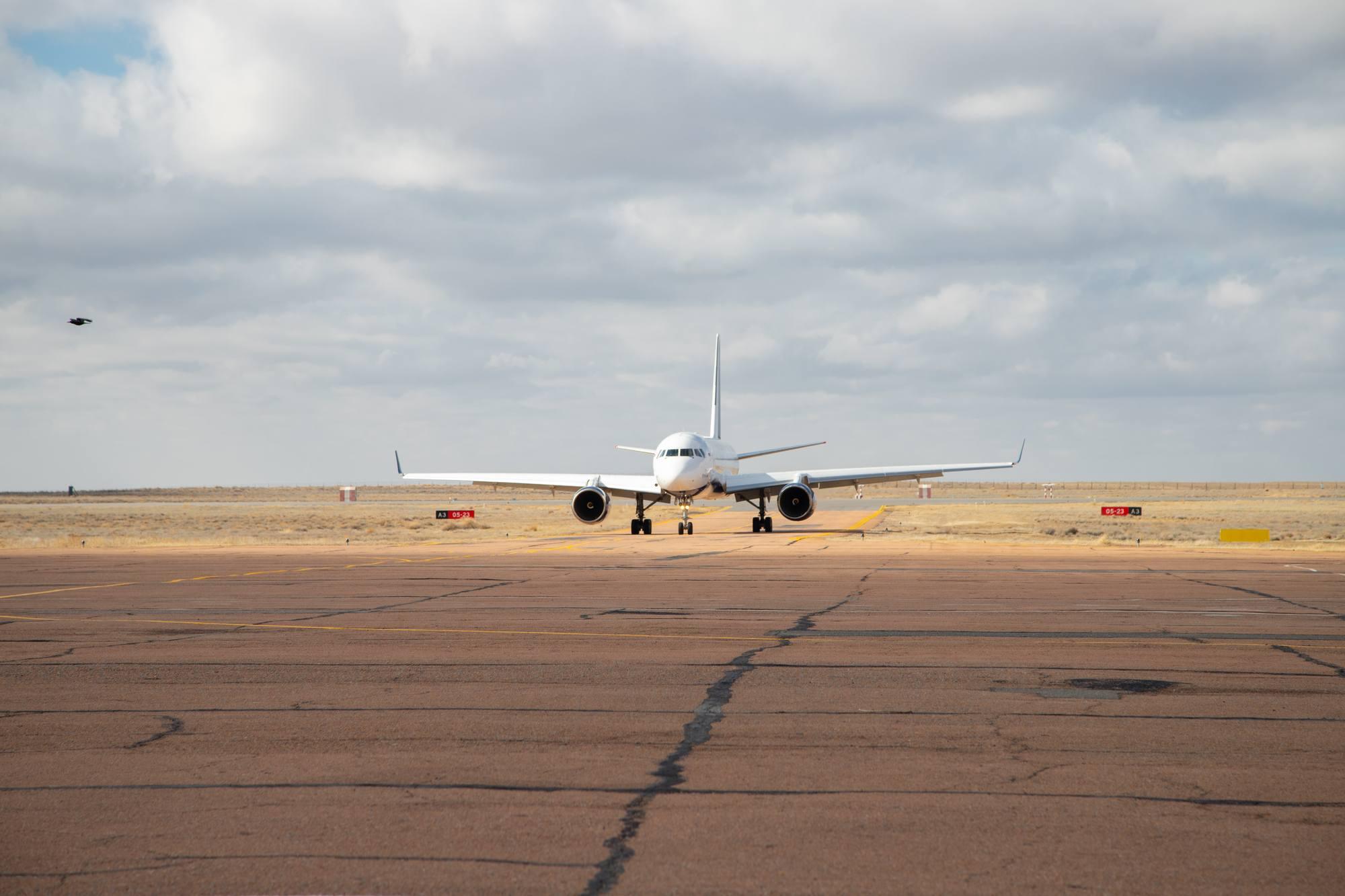 """Le Tupolev 204 """"Sergueï Korolyov"""" arrive à Baïknour avec l'équipage principal."""