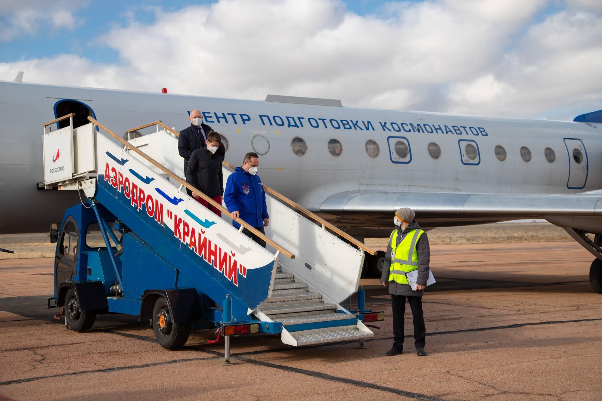 """L'équipage de réserve arrive par un autre avion. Ils n'ont pas eu droit au second Tupolev 204 """"Youri Gagarine"""" mais à l'ancien Tupolev 134."""