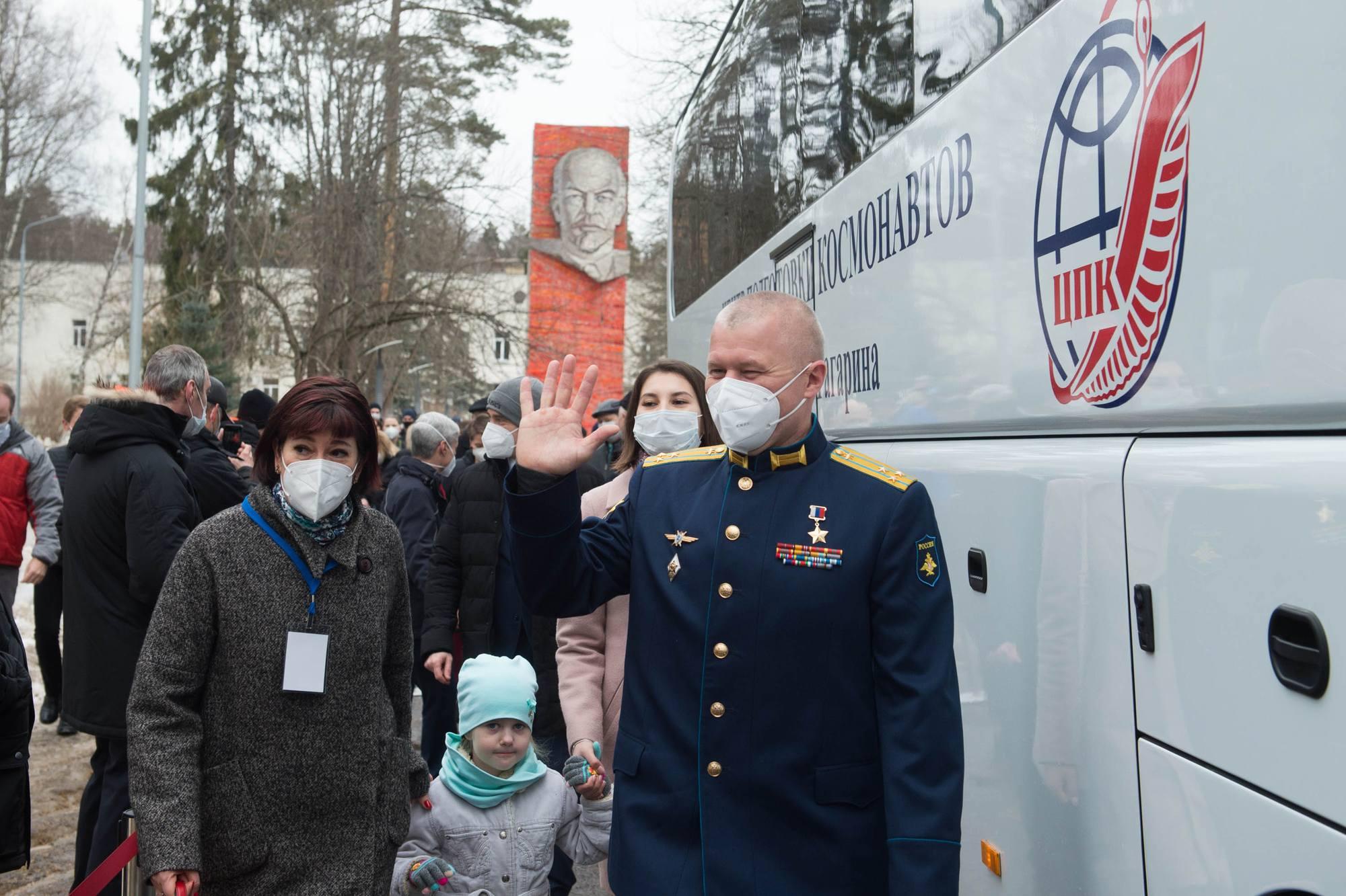 La famille Novitsky avant qu'Oleg monte dans le bus.