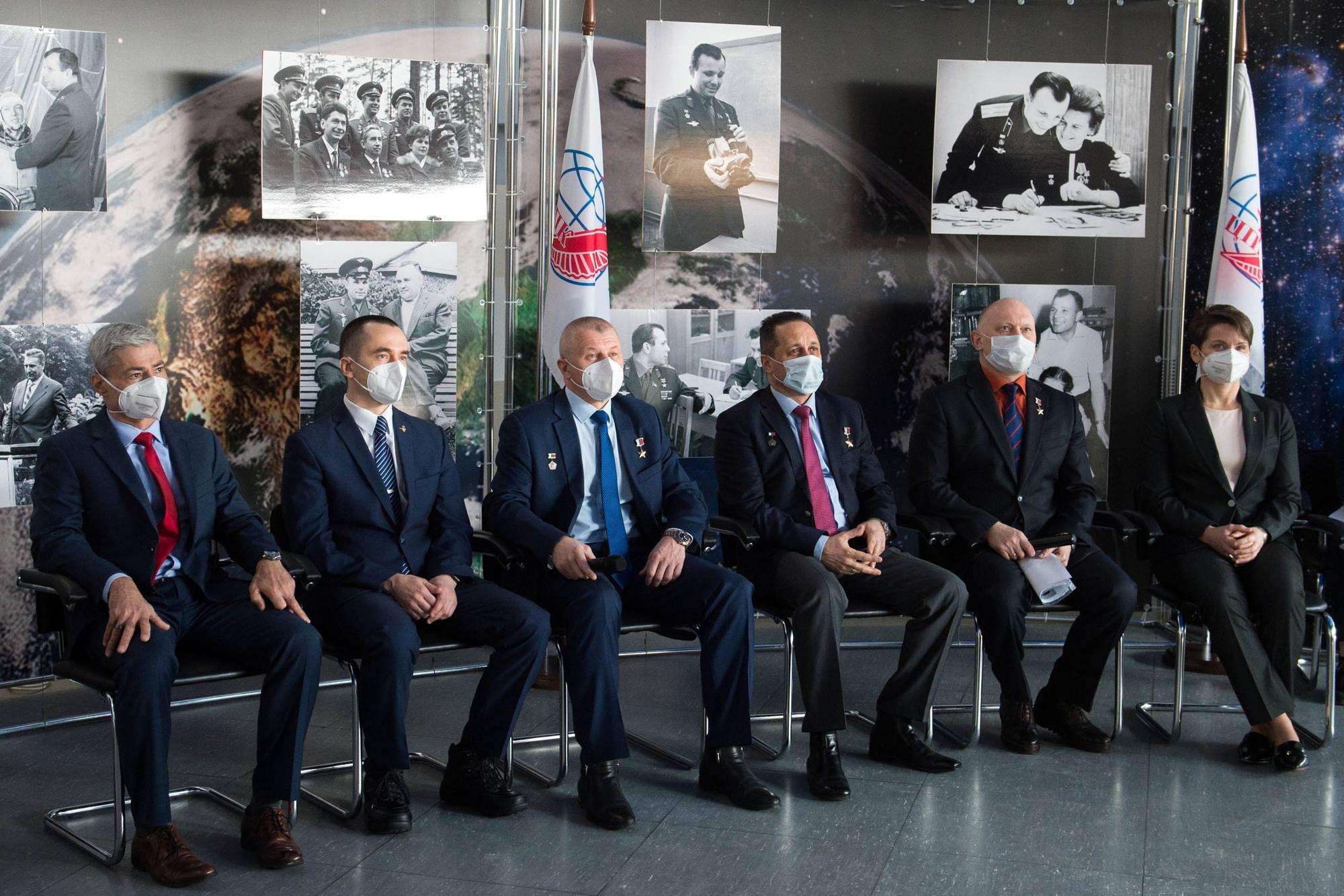 Les équipages de Soyouz MS-18 lors de la conférence de presse par vidéo le 24 mars 2021.