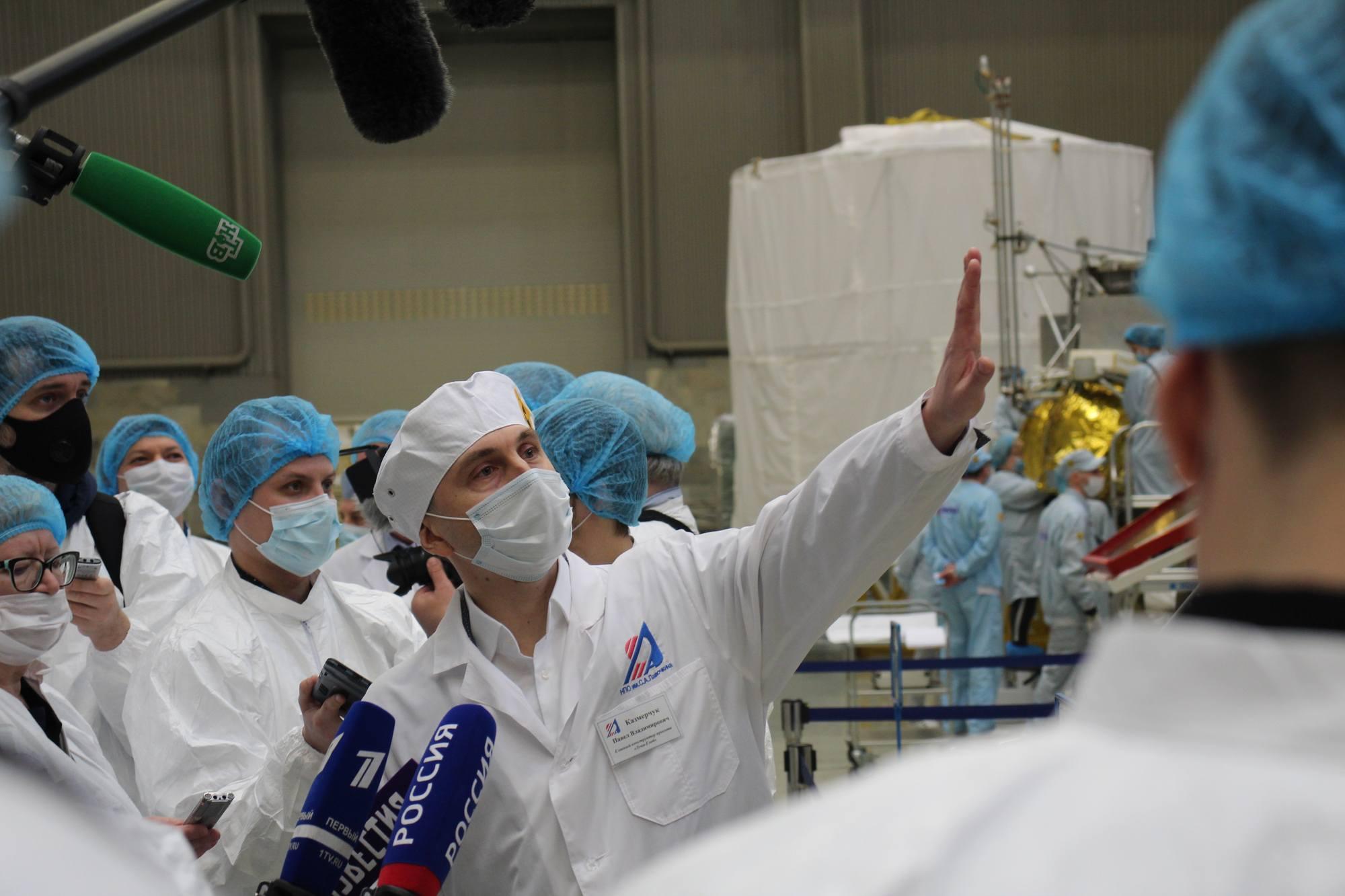Pavel Kazmerchouk présentant au journalistes Luna-25.
