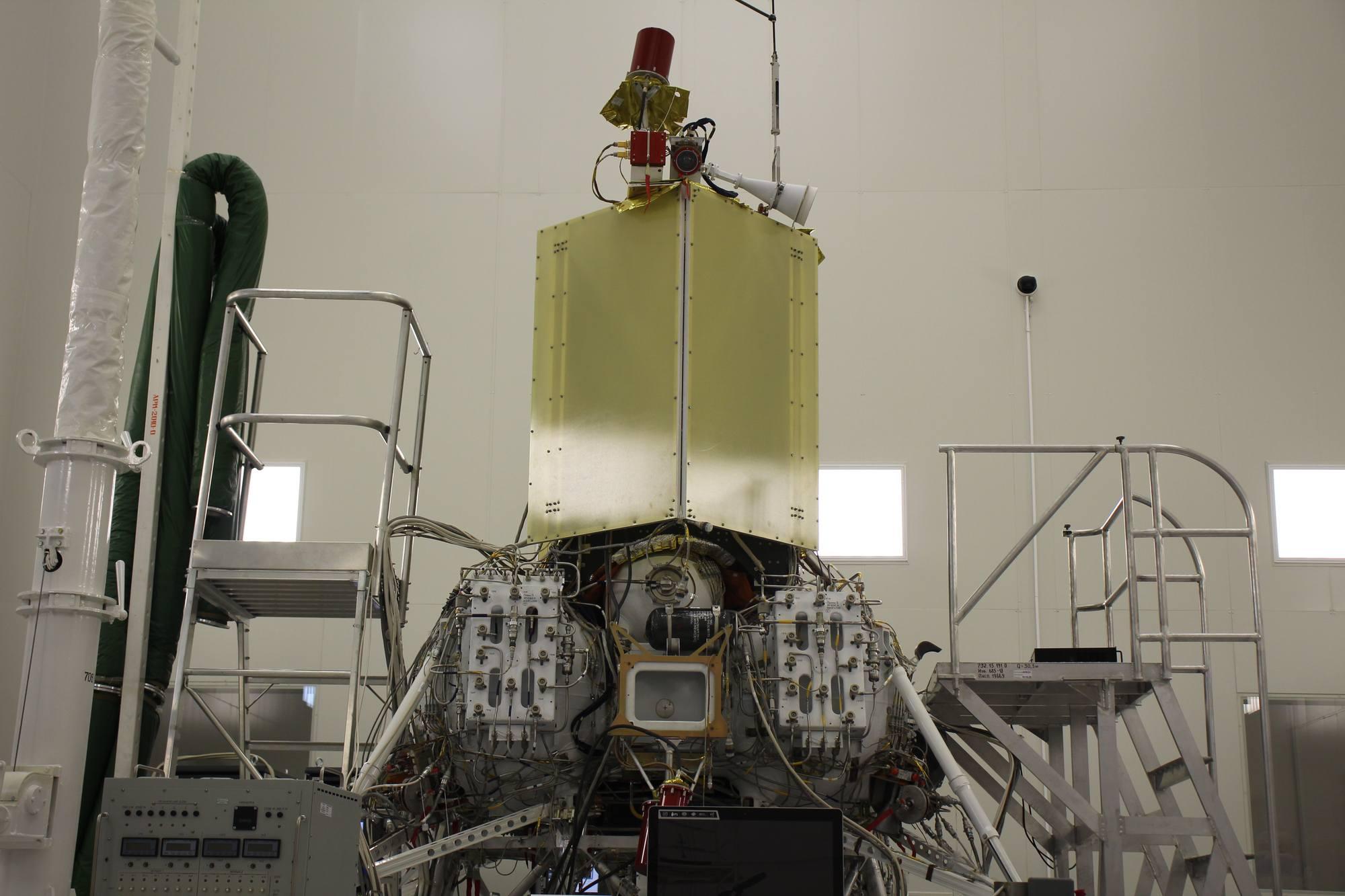 L'exempalire de vol de Luna-25 dans la chambre de test.