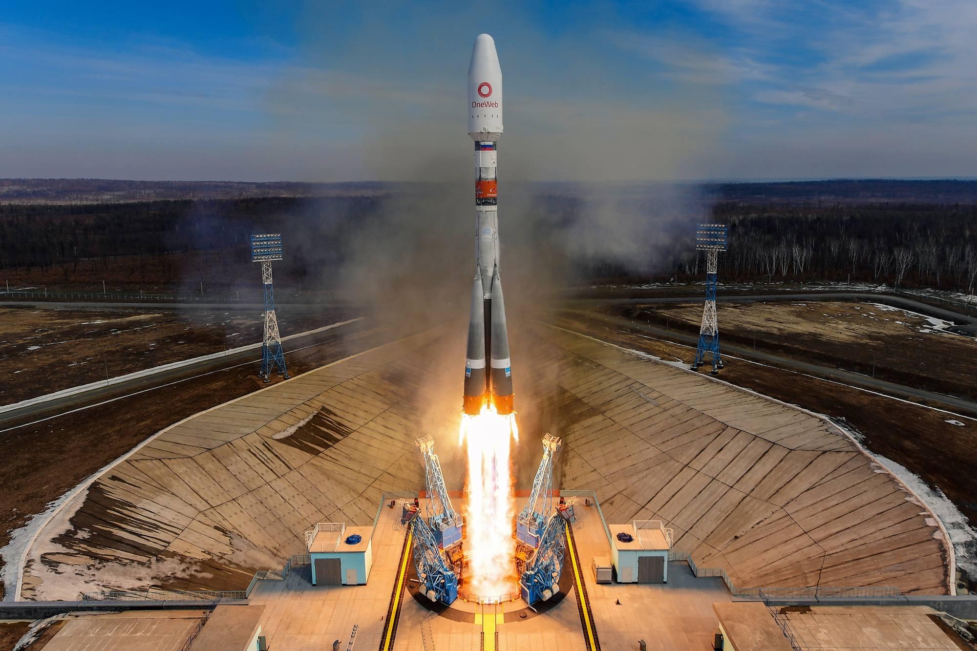 Le lanceur Soyouz 2.1b quitte le pas de tir avec ses 36 satellites OneWeb.