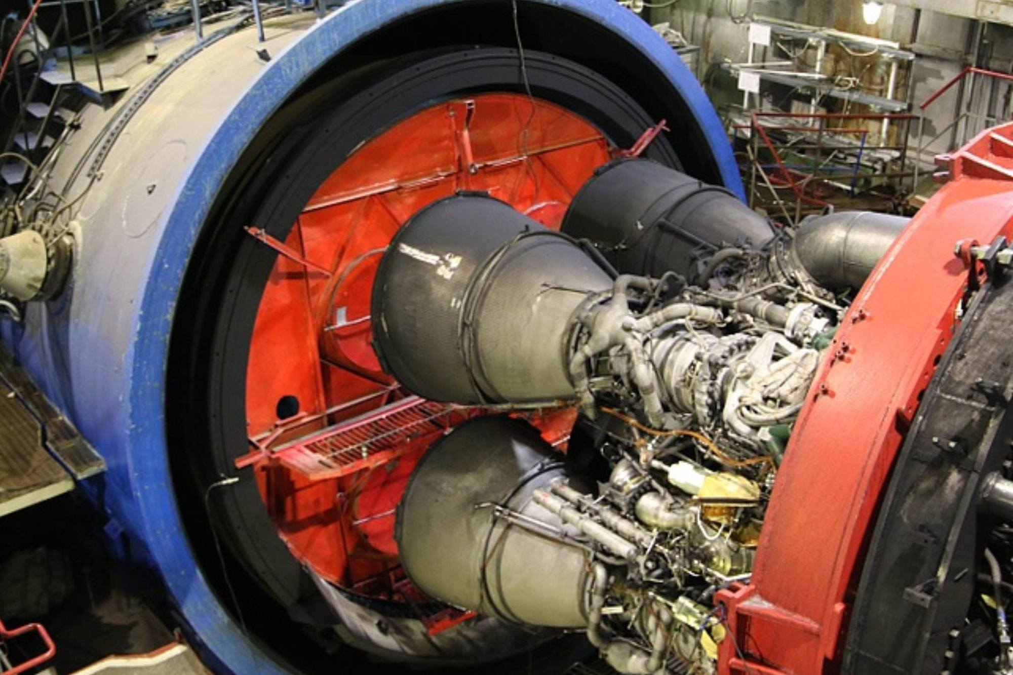 Le moteur RD-171MV sur le banc d'essai au feu chez Energomash.
