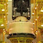 L'étage briz-M en préparation en 2015 avant le lancement, réalisé le 28 août de cette même année.