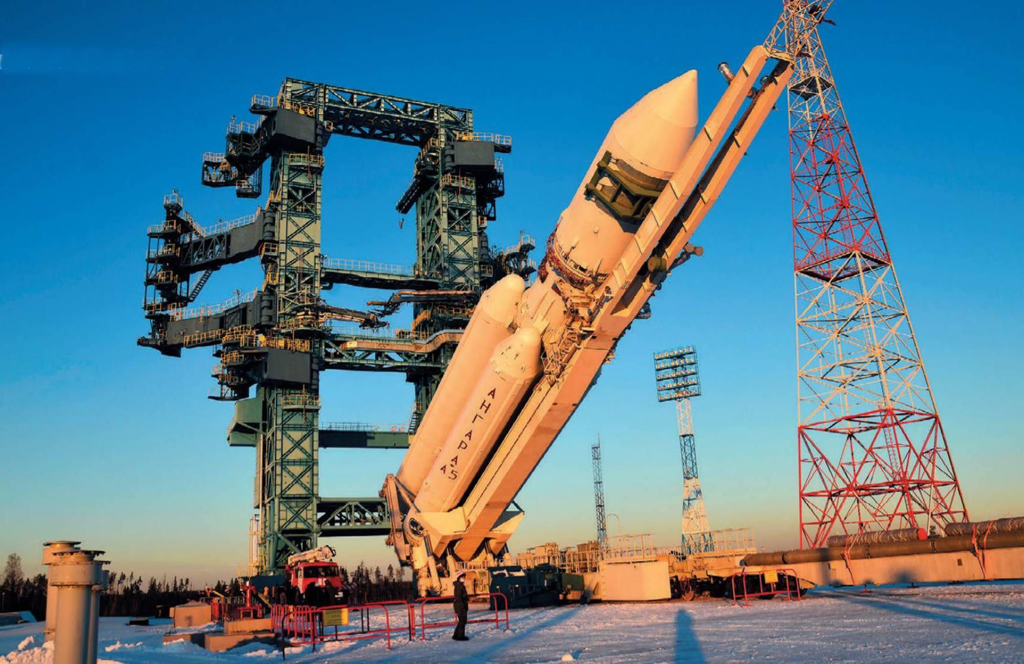 Le premier lanceur Angara-A5 sur le pas de tir du cosmodrome militaire de Plesetsk.