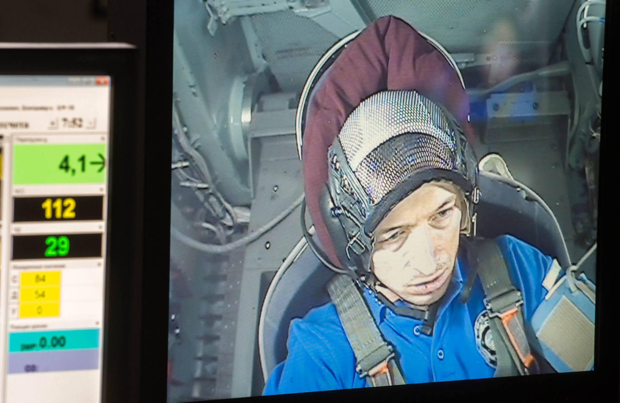 Sergueï Ryzhykov sur l'écran de contrôle du simulateur.
