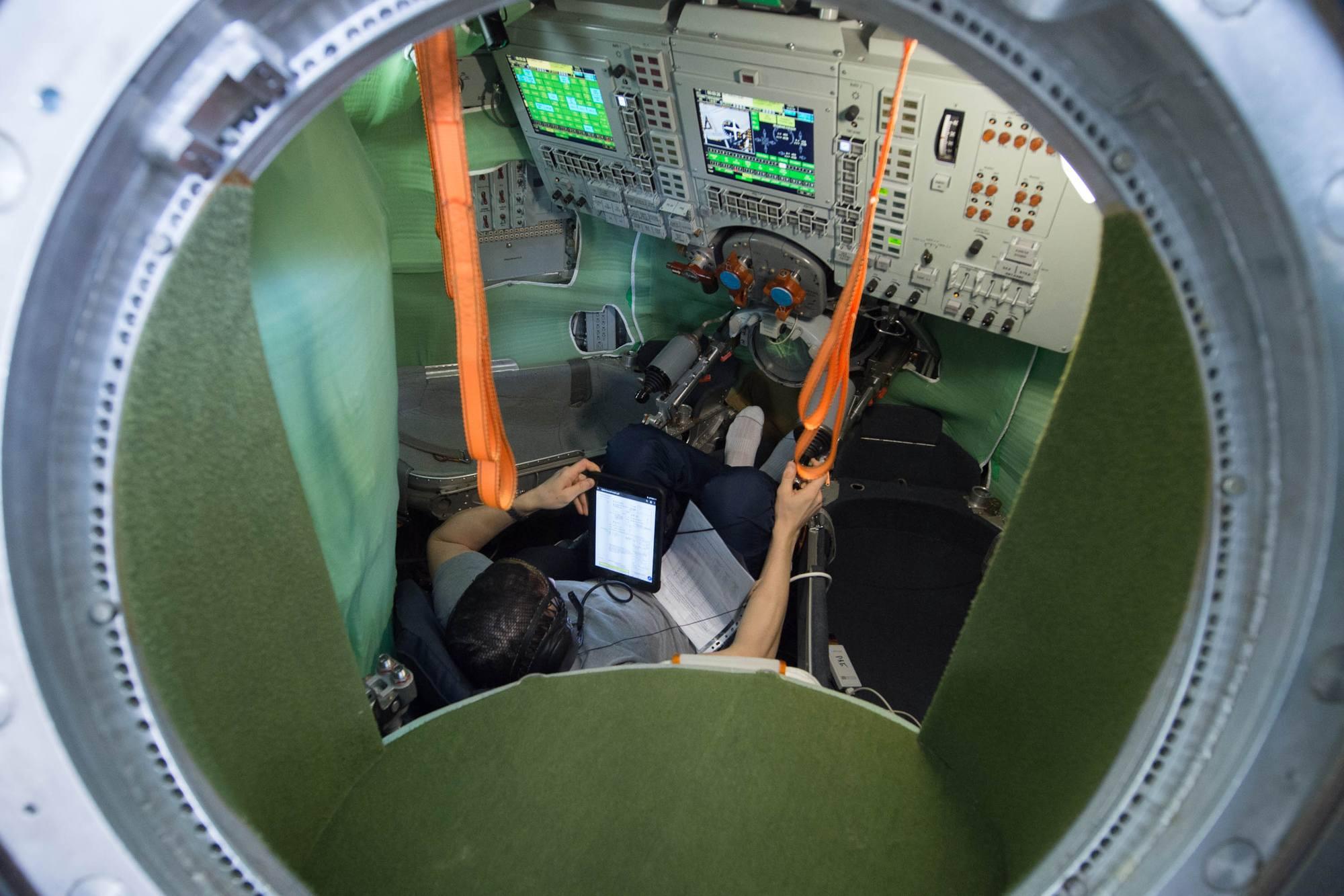 Après la centrifugeuse, le simulateur DON-Soyouz pour Sergueï Koud-Sverchkov.