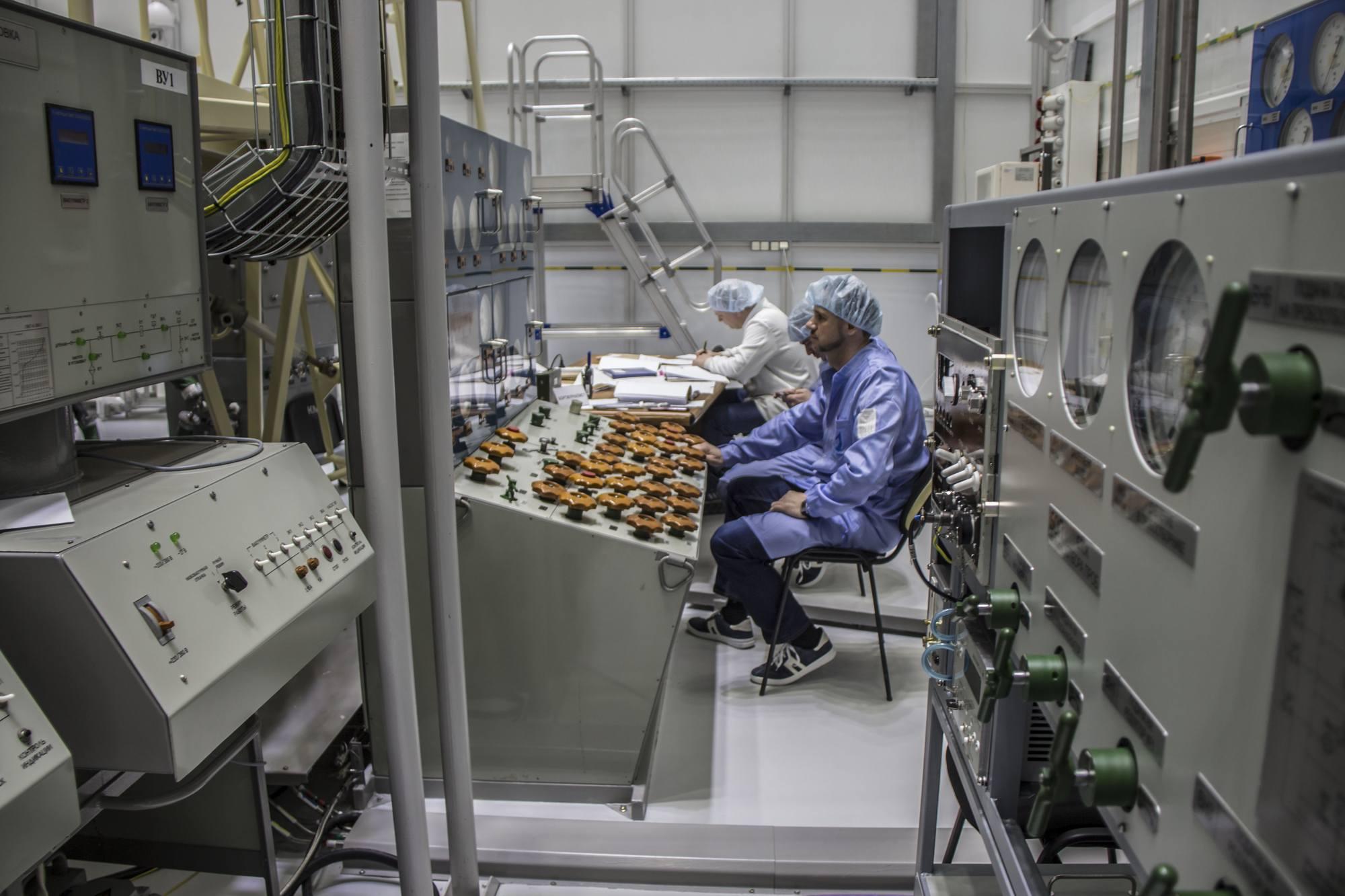 La console pour les essais pneumatiques sur le stand de l'étage d'injection Fregat.