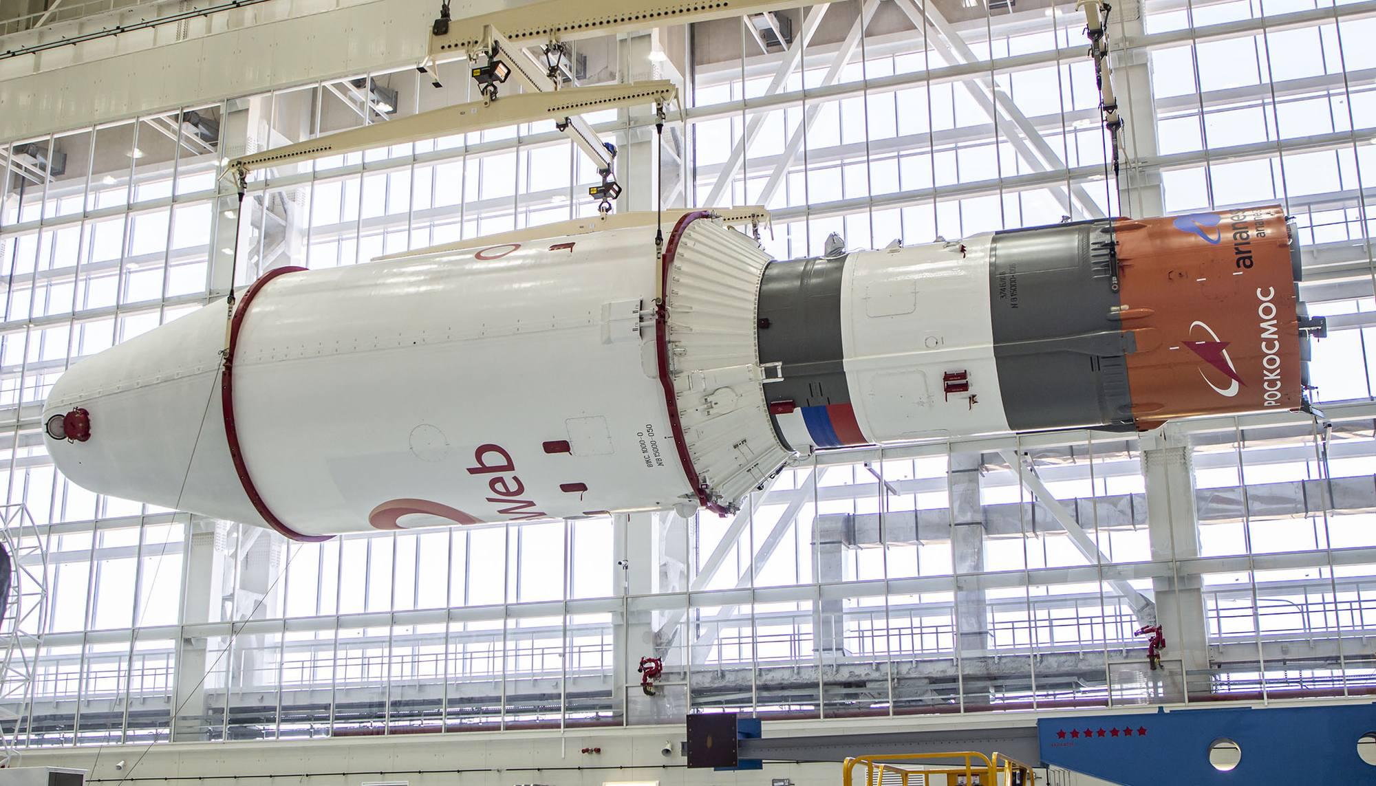 Ce même composite supérieur: troisième étage, et sous la coiffe, l'étage d'injection Fregat et les 36 satellites OneWeb.