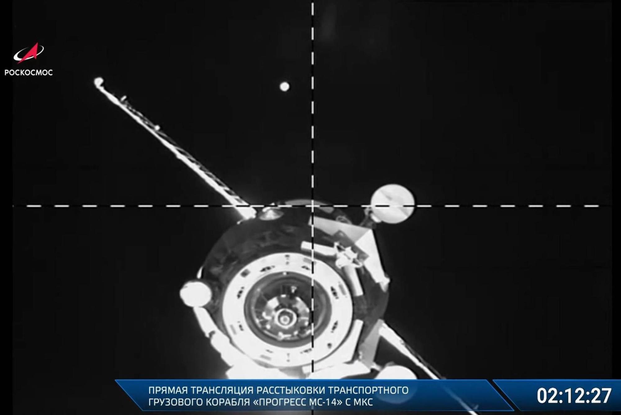 Progress MS-14 quelques minutes après l'ouverture des verrous sur le module Zvezda se l'ISS.
