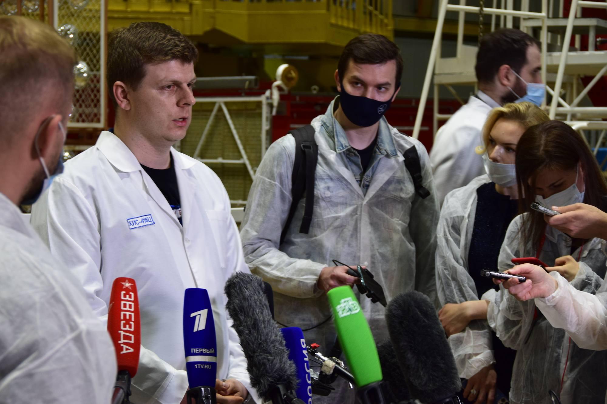 Alexandre Bloshenko avec les journalistes.