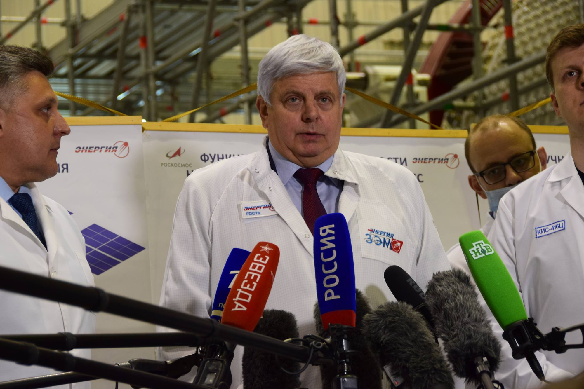Vladimir Solovyov s'exprime devant les journalistes.