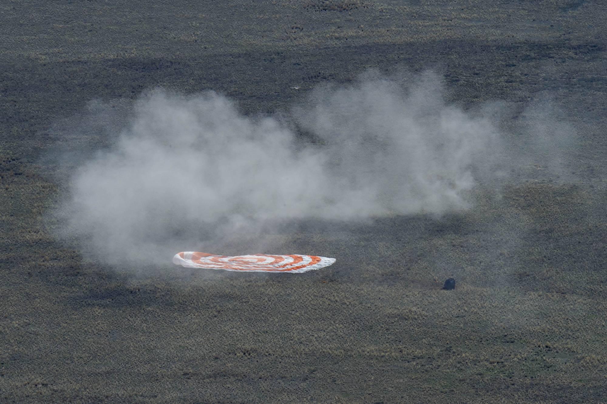Le parachute est au sol.