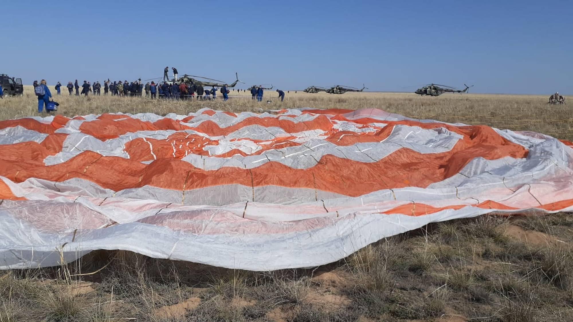 Le parachute, au sol.