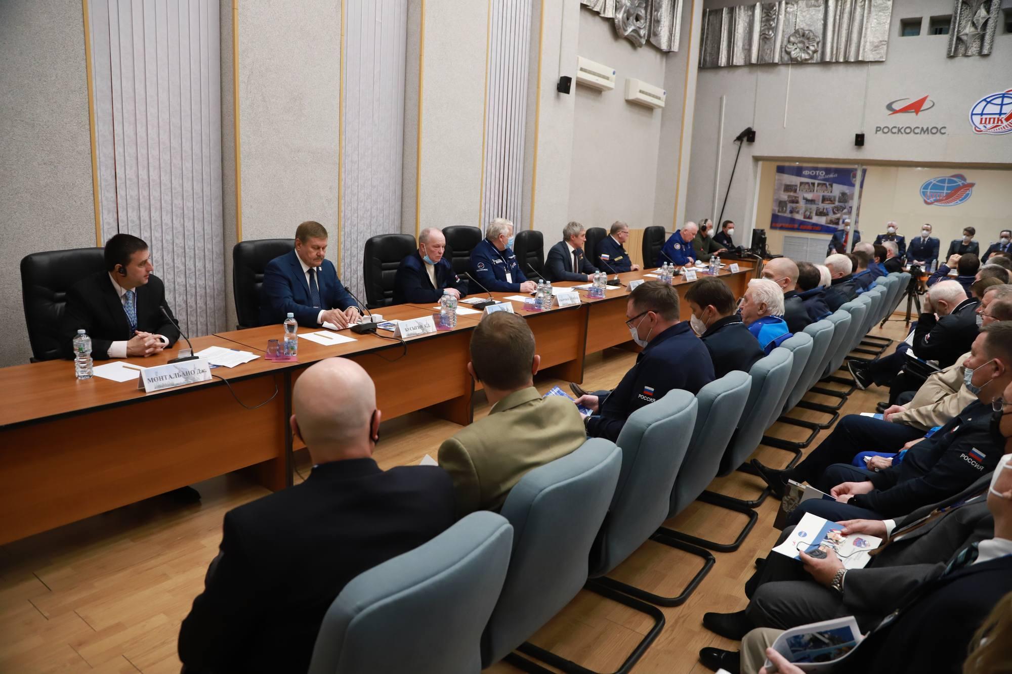 Réunion de la Commission d'Etat, confirment la composition des équipages.
