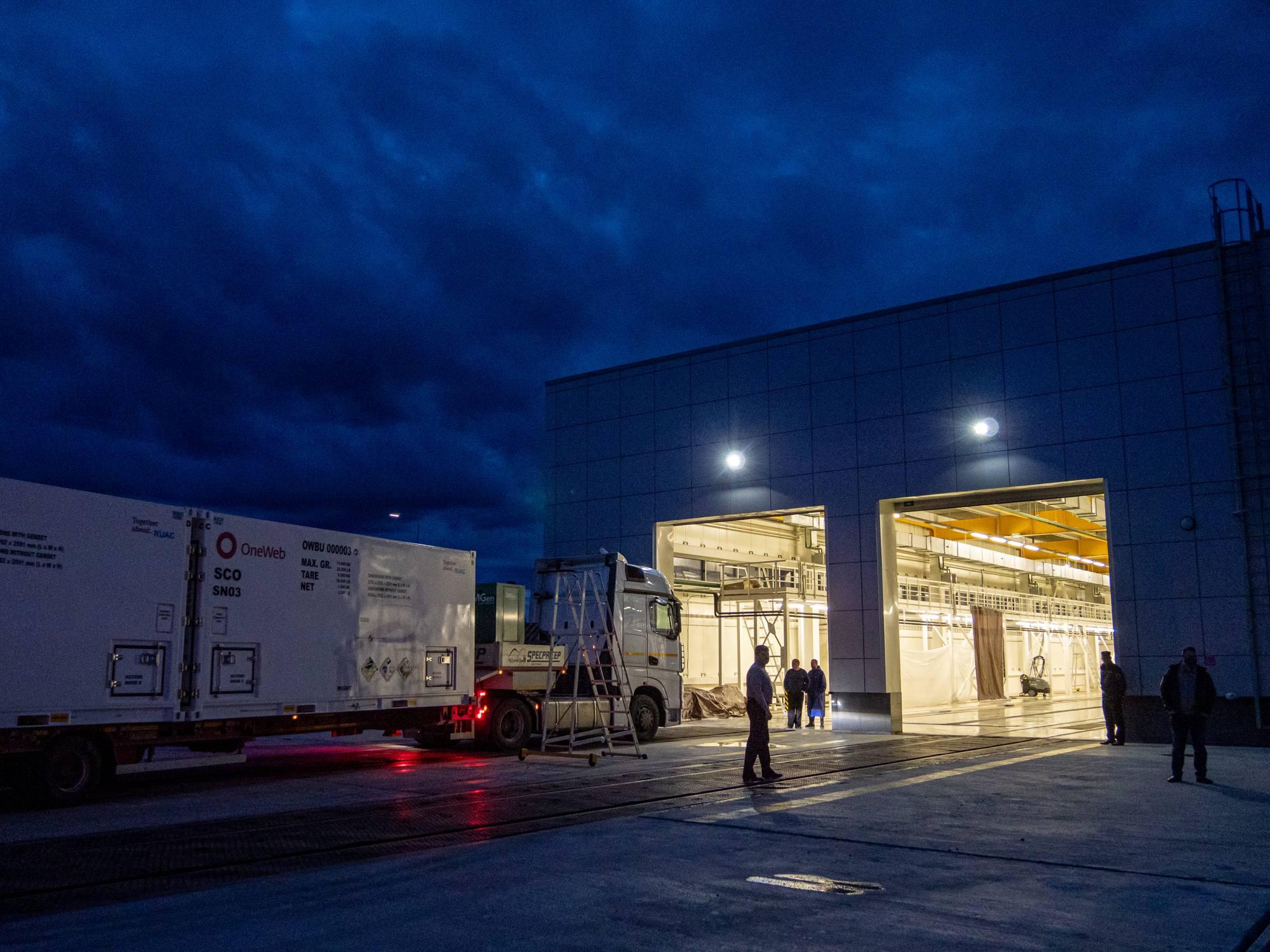 Les camions vont entrer dans la zone d'accueil et de lavage.