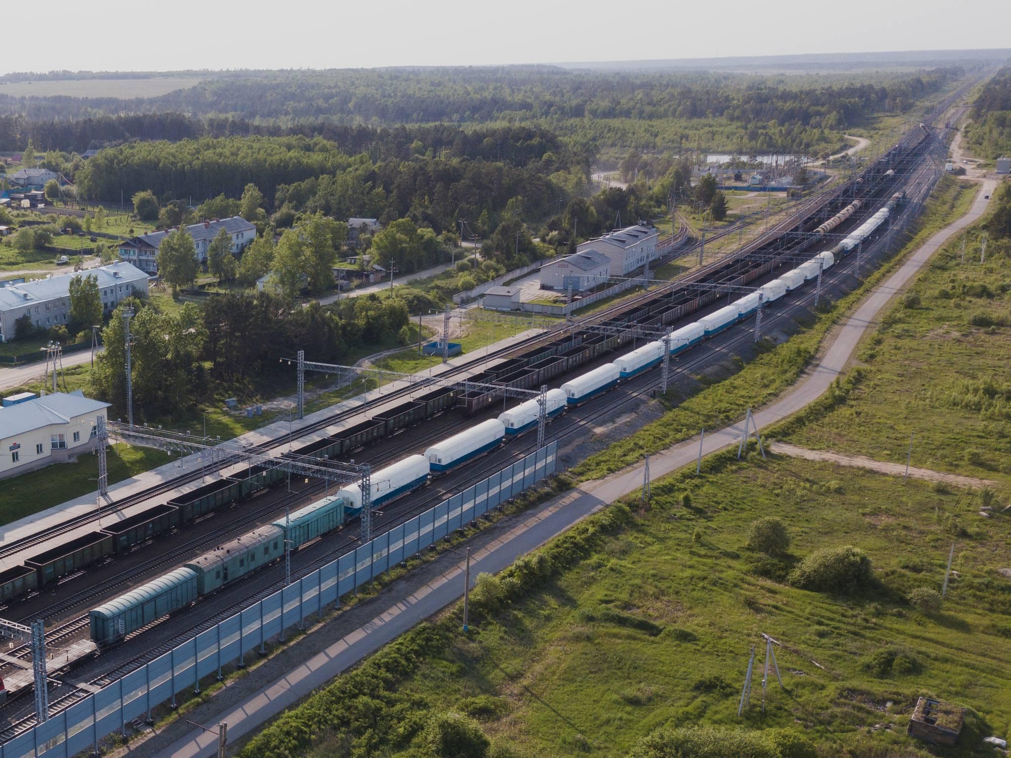 Le convoi arrive à la gare Ledyanaya (glace en russe).