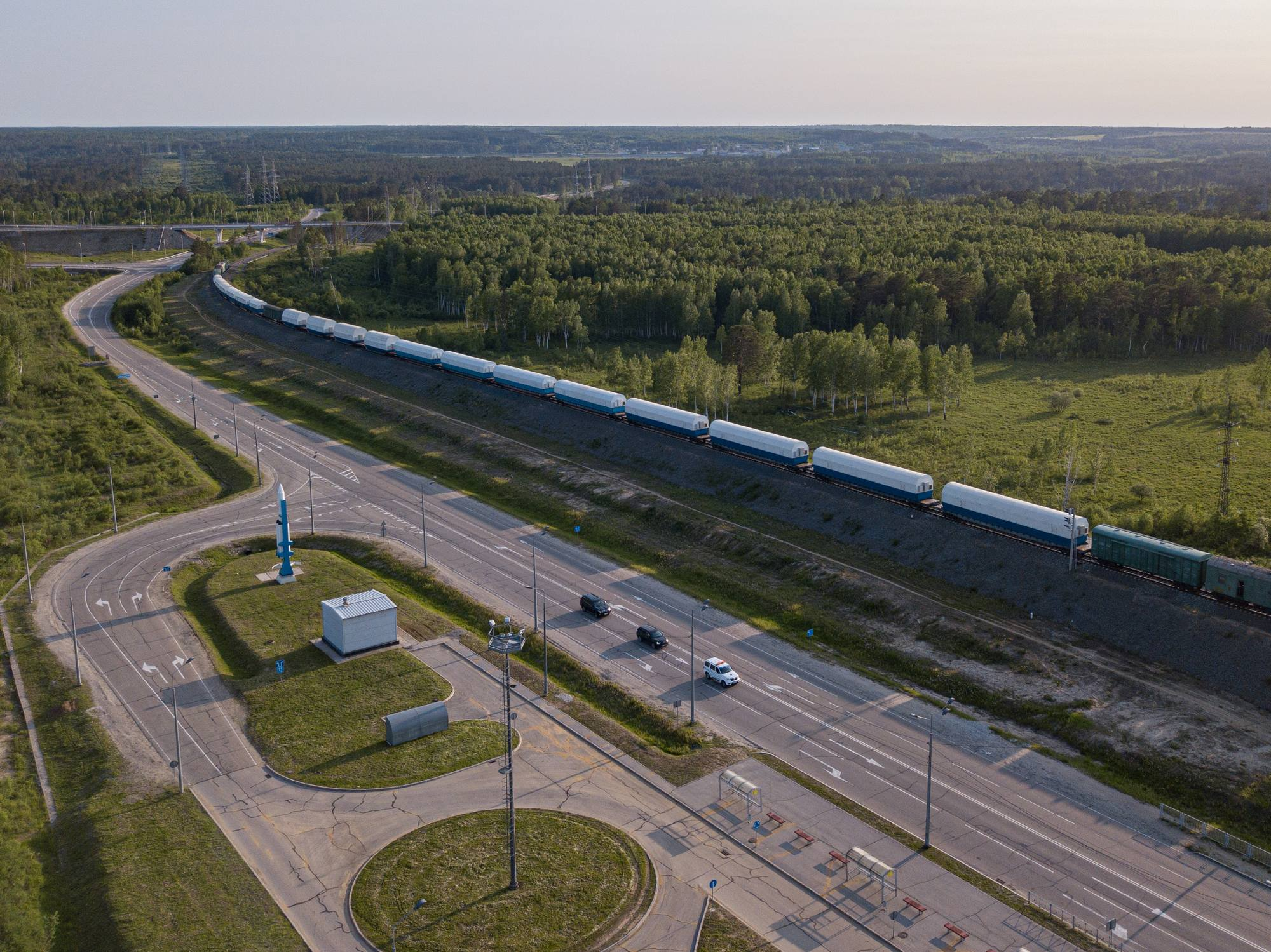Le convoi arrive en gare de Tsiolkovsky (la ville la plus proche du cosmodrome).