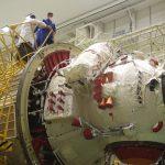 Les cosmonautes observent l'arrière du module Naouka.