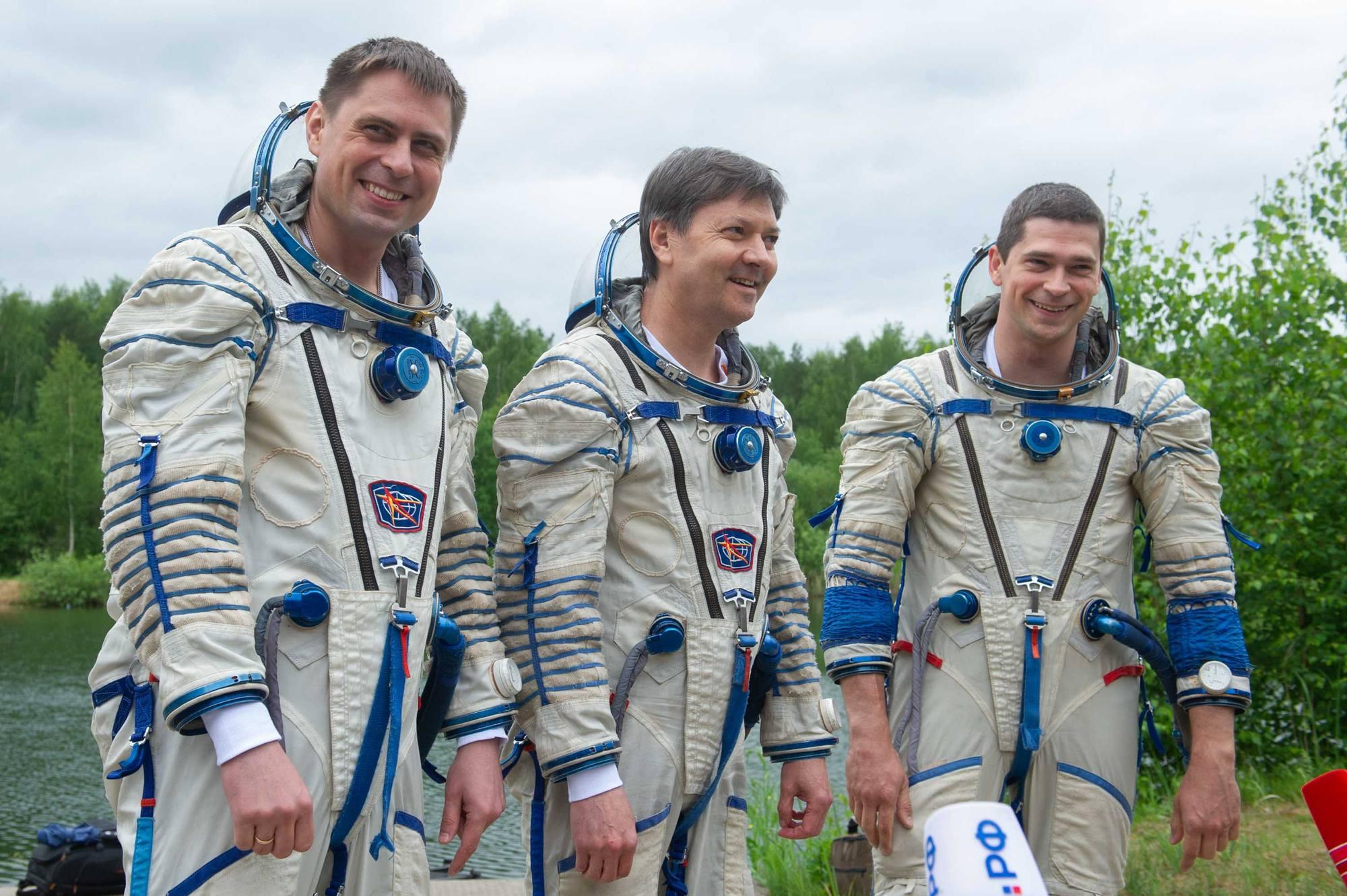 Les trois membres de l'équipage de la mission ISS 69.