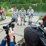 L'équipage répnd aux questions des journalistes.