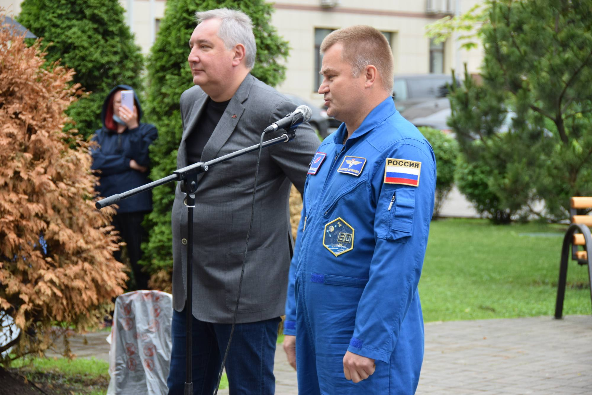 Alexeï Ovchinine, cosmonaute en activité, était aussi de la rencontre.