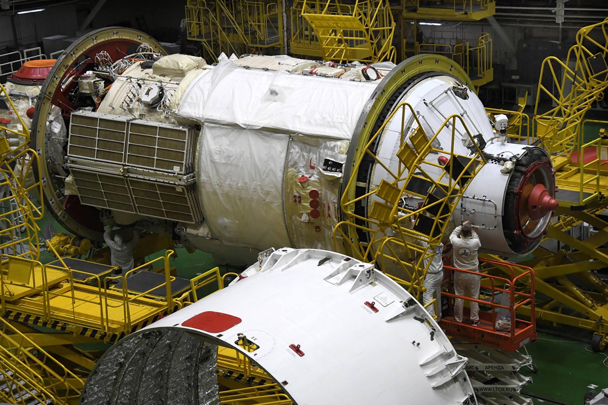 """Le module Naouka (MLM), encore appelé """"Sciences"""" avec au premier plan le compartiment d'adaptation."""