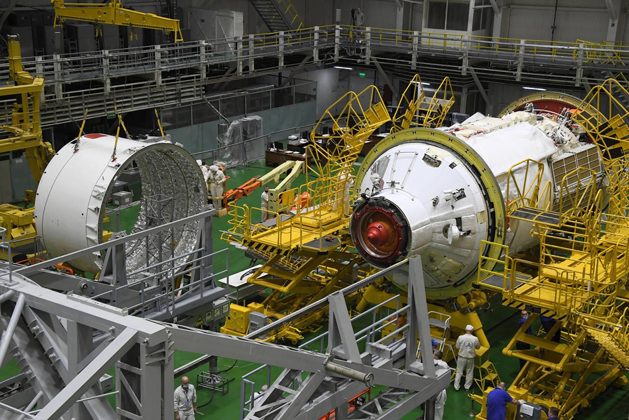 L'adaptateur va être placé dans l'axe du module Naouka.