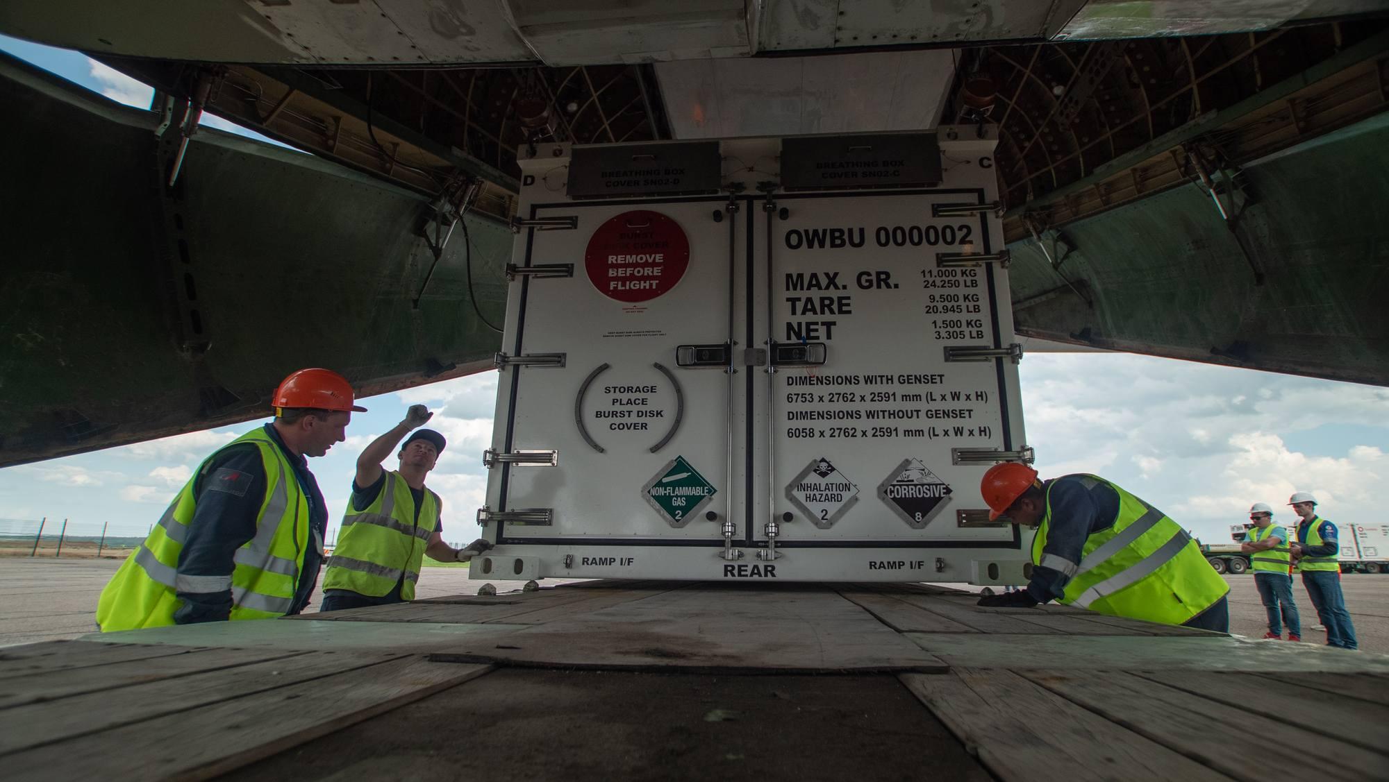 Il s'agit de positionner les conteneurs dans les ergos de la plate-forme pour éviter tout glissement du chargement.