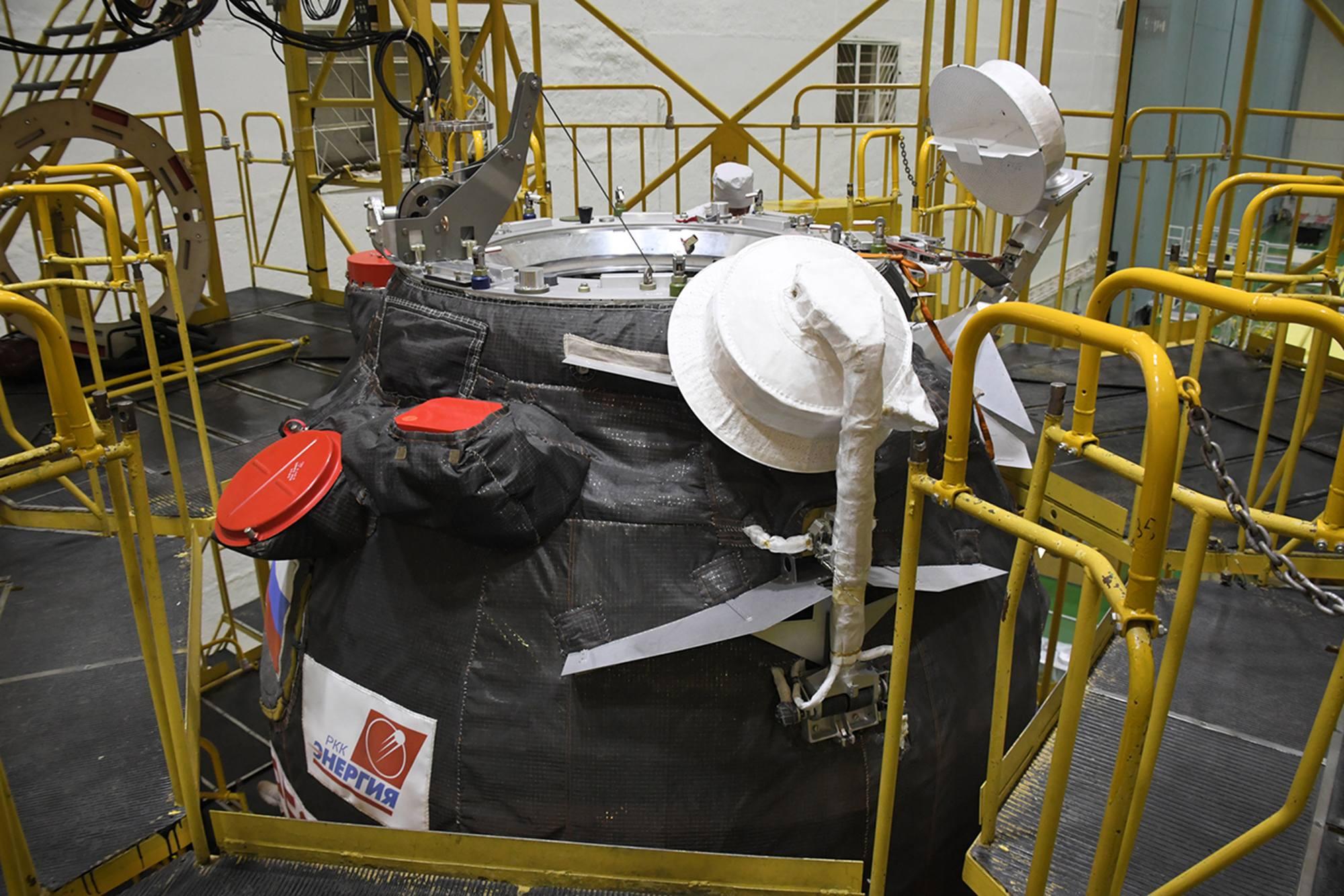 Le cargo Progress MS-17 avec son port avant ouvert pour le chargement des denrées fraîches de dernière minute.