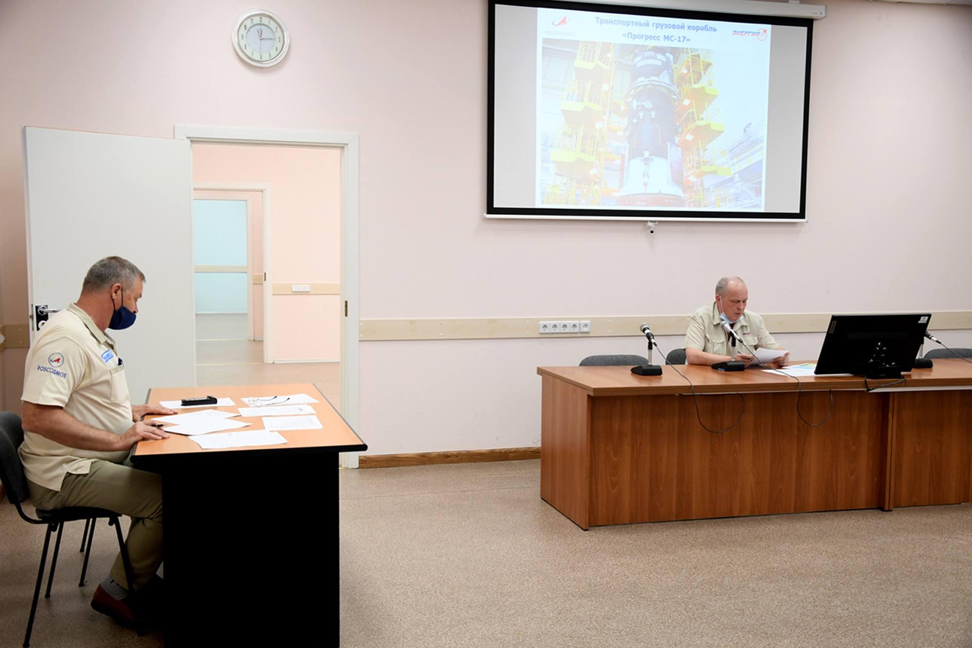 La réunion de la commission technique pour la préparation du cargo Progress MS-17 est sous la direction de Sergueï Romanov d'Energuya.
