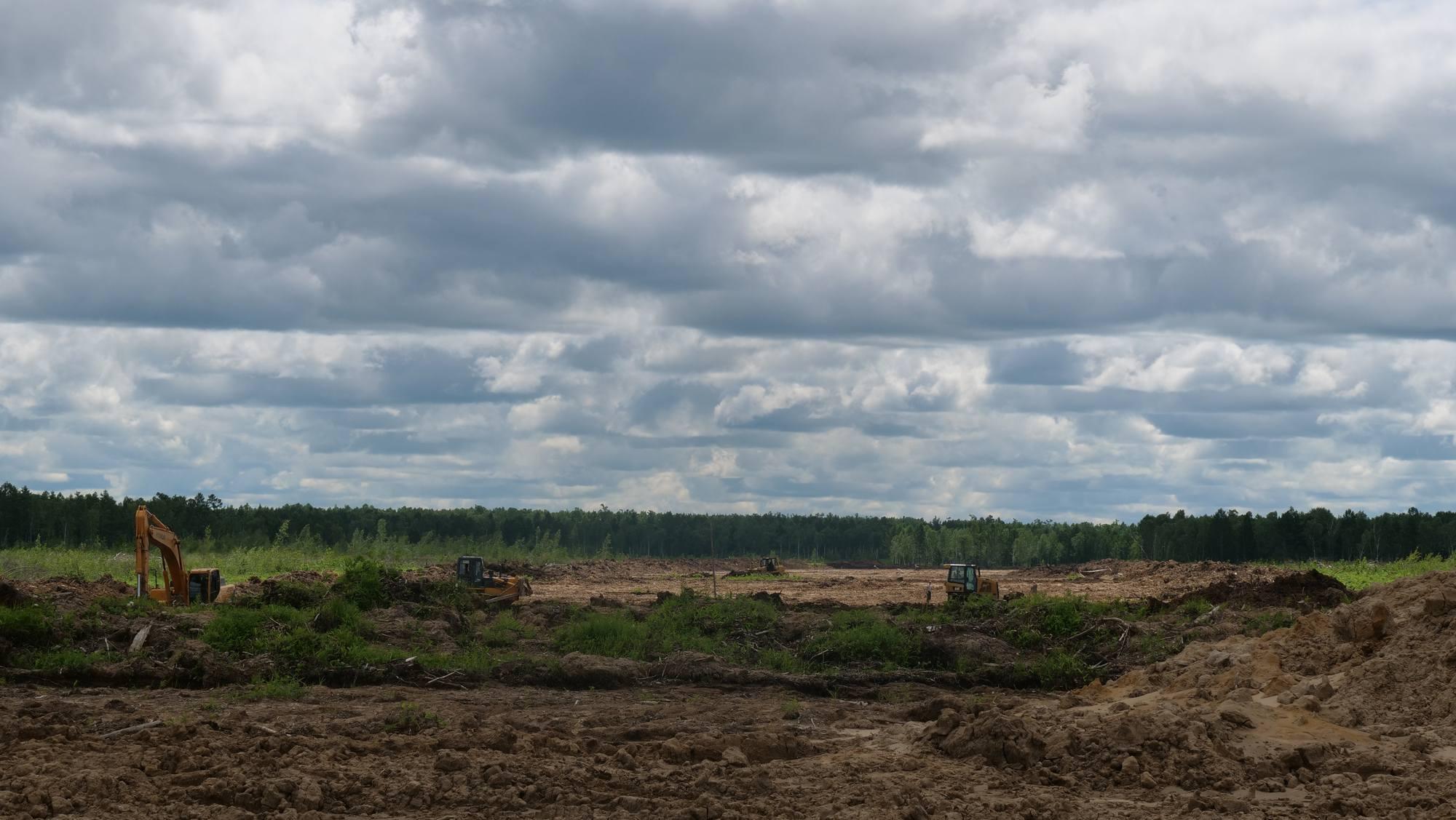 Les engins de terrassement s'activent en ce début juillet.