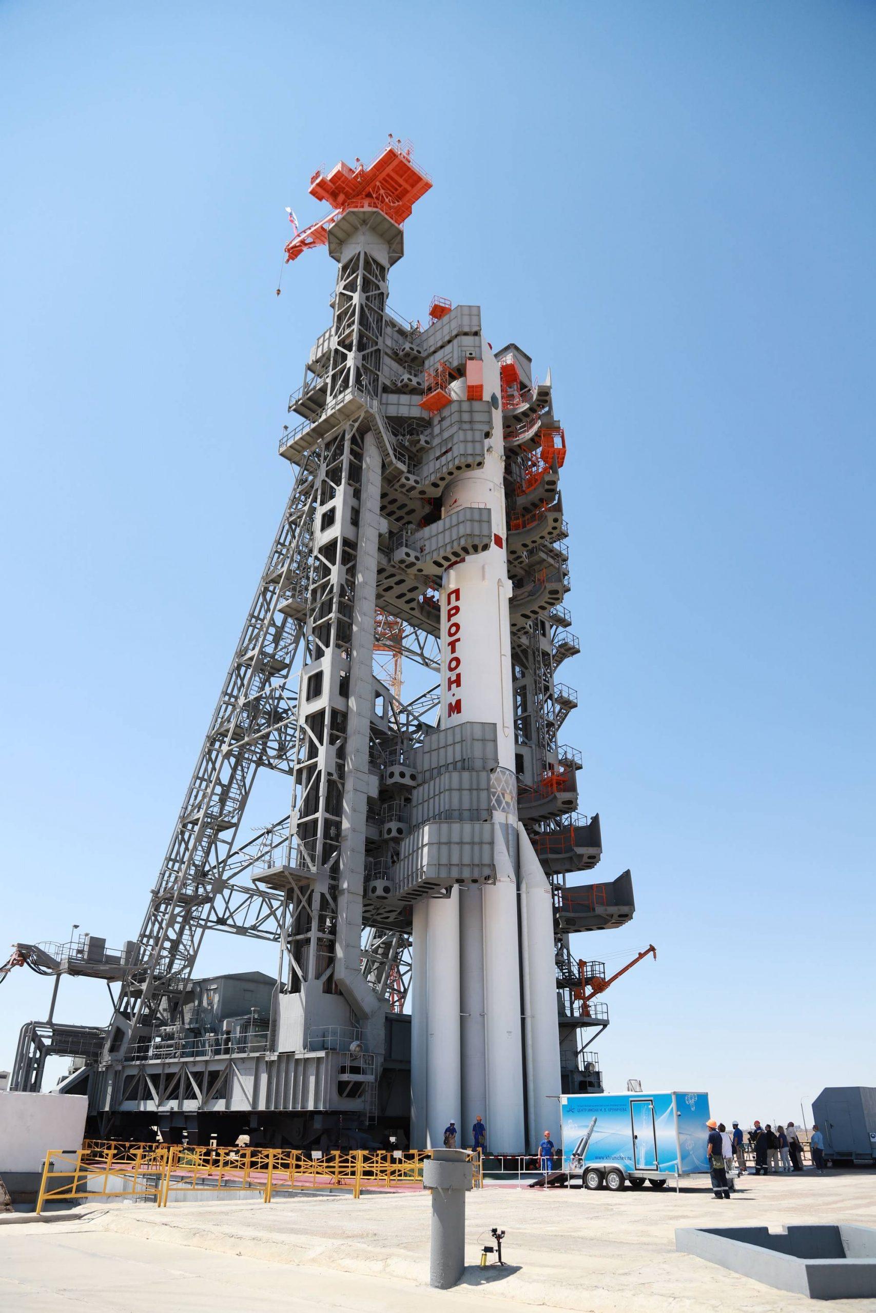 La tour mobile vient embrasser le lanceur.