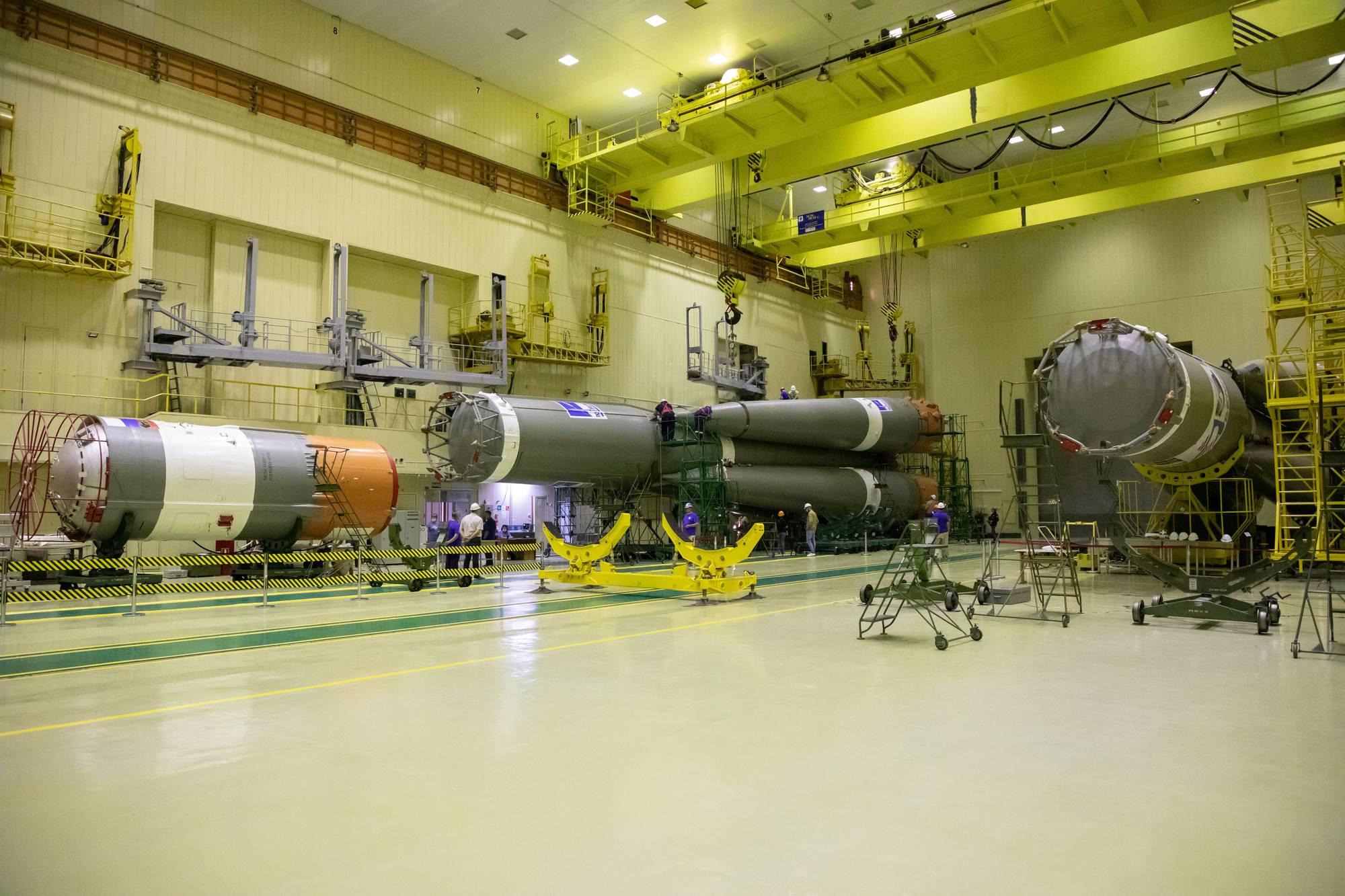 Les deux lanceurs pour les prochaines missions OneWeb sont visibles sur cette image.