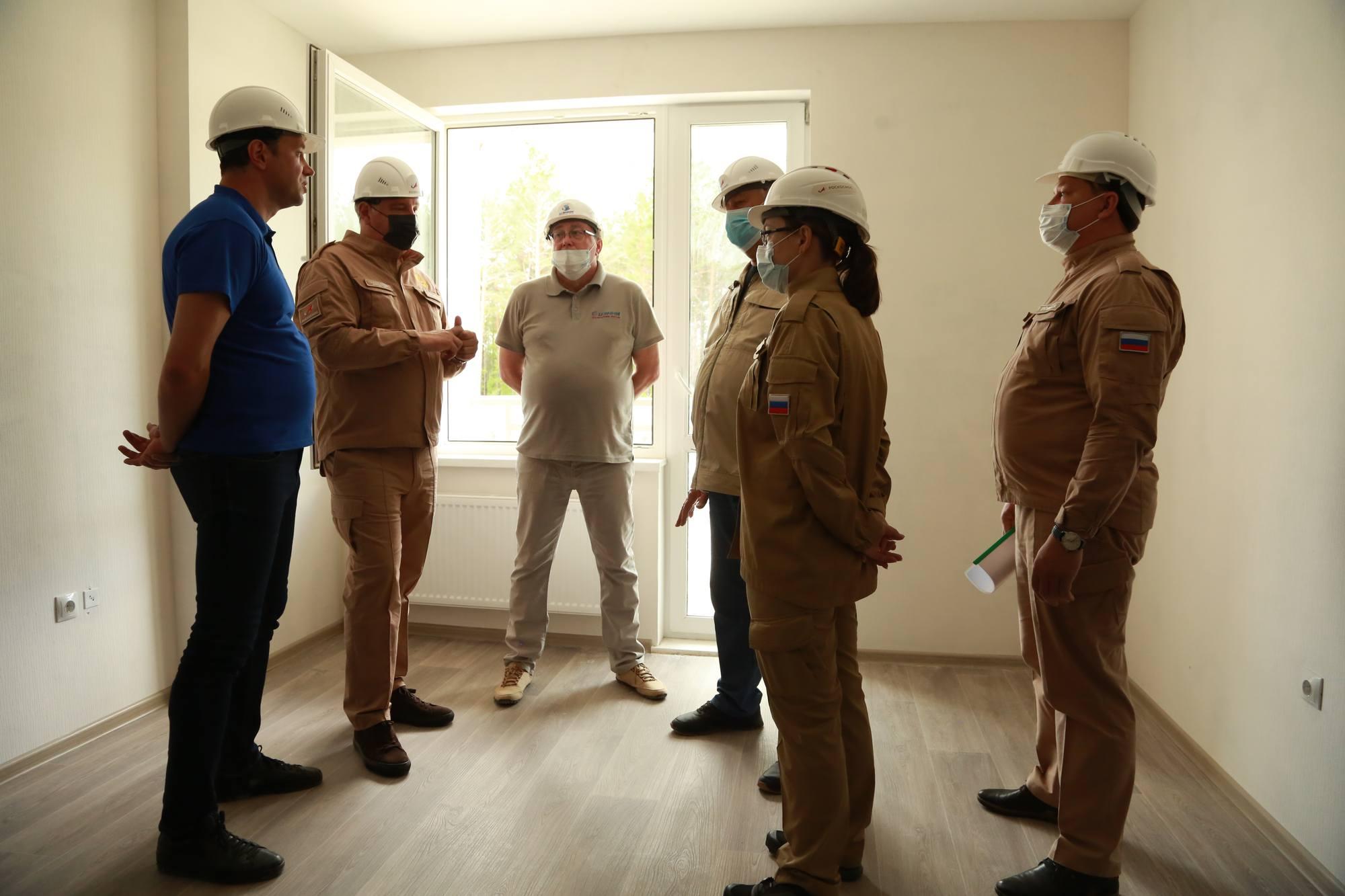 Les visiteurs ont aussi visité les bâtiments d'habitation en construction à Tsiolkovsky.