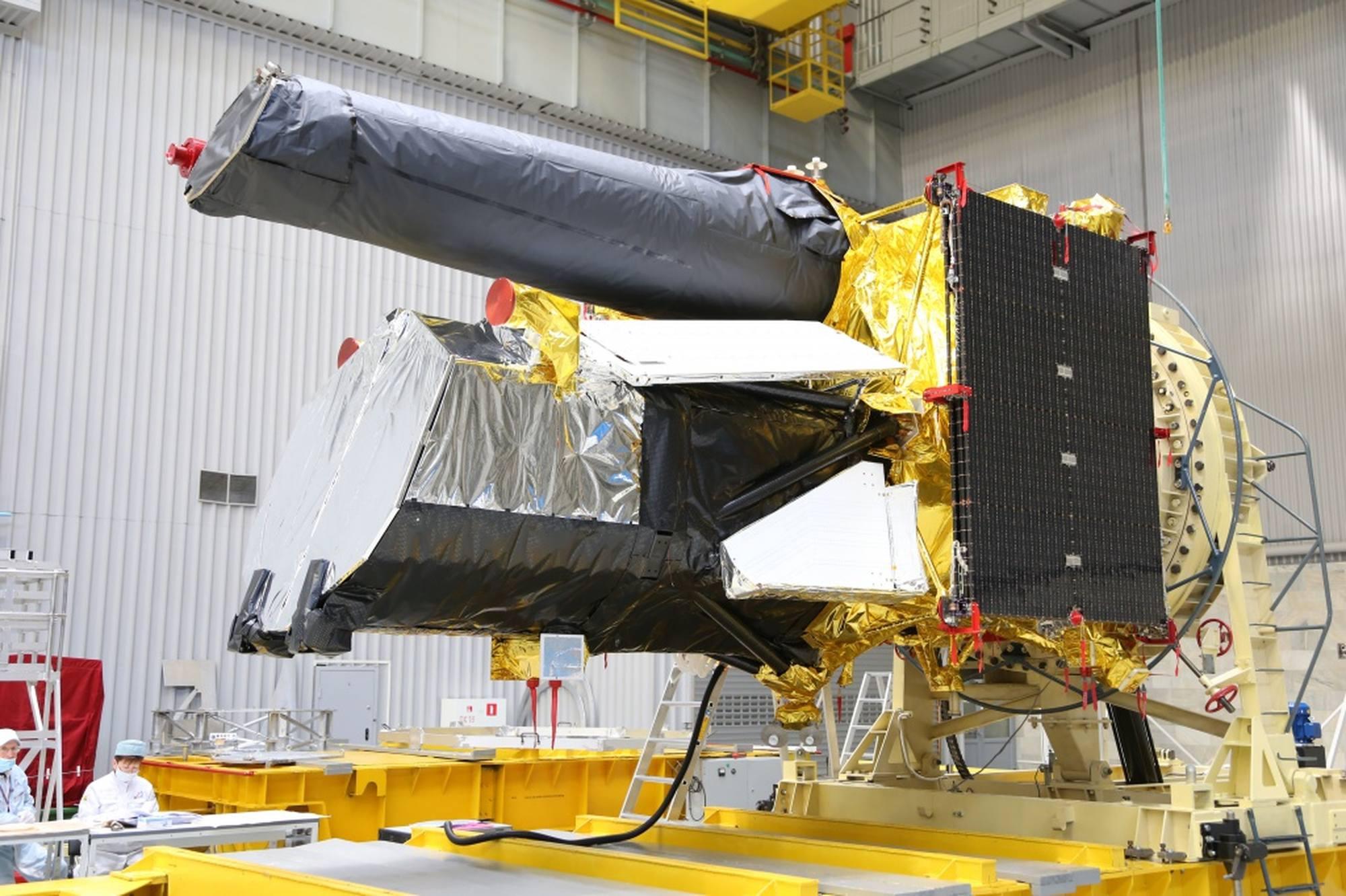 Le télescope spatial Spektr-RG dans les locaux de Lavochkine.