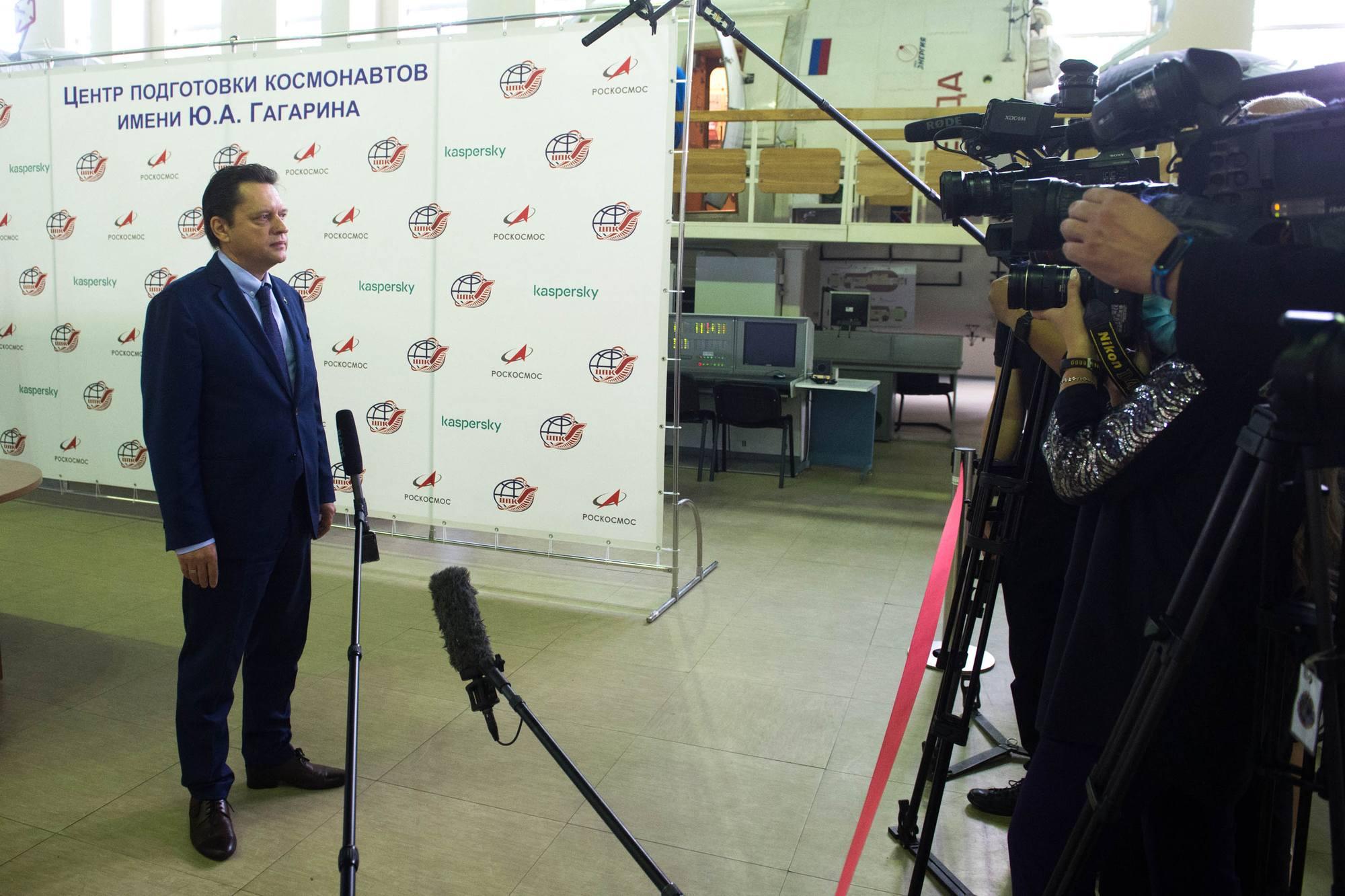 Maxime Kharlamov, le chef du TsPK, répond aux questions des journalistes.