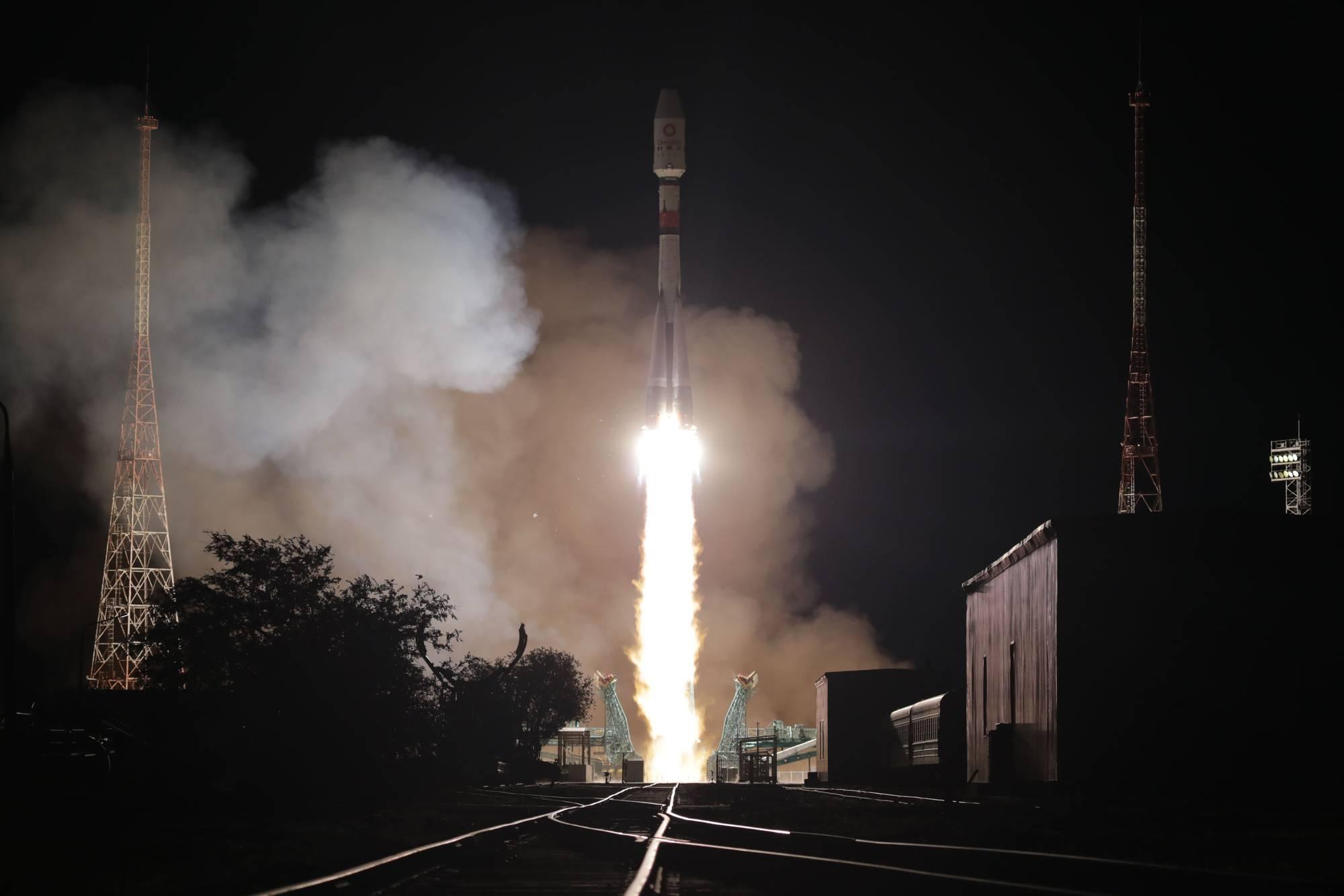Le lanceur Soyouz 2.1b s'éleve dans le ciel de Baïkonour.