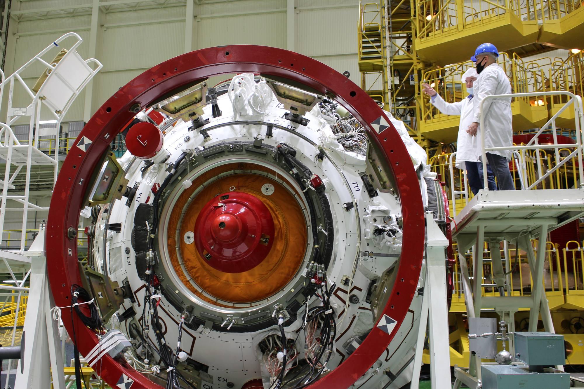 """Le port d'arrimage dit """"actif"""" qui permettra à Prichal (donc Progress M-UM) de s'arrimer au port nadir du module Naouka."""